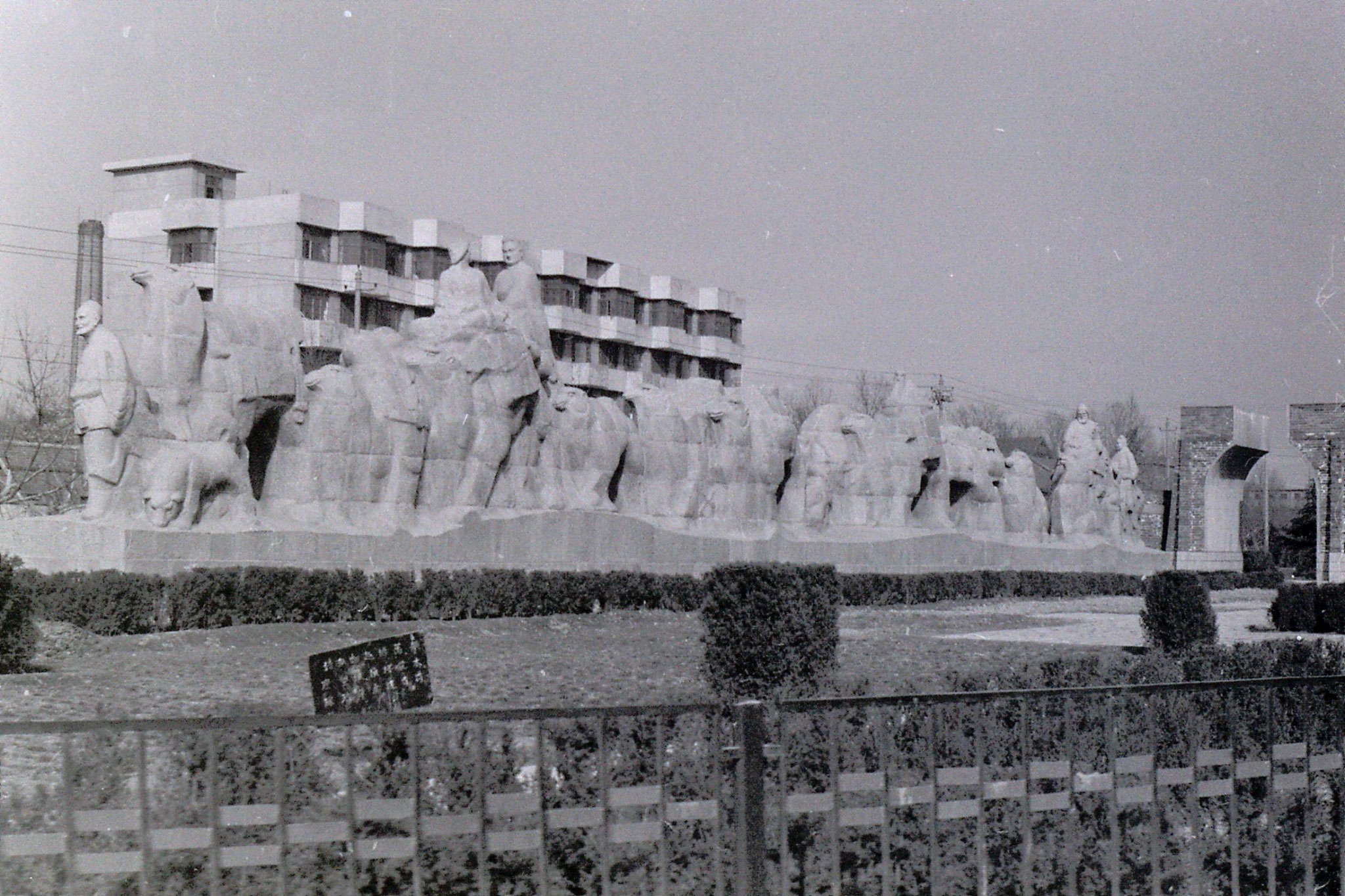 7/3/1989: 24: Xianyang silk road statues