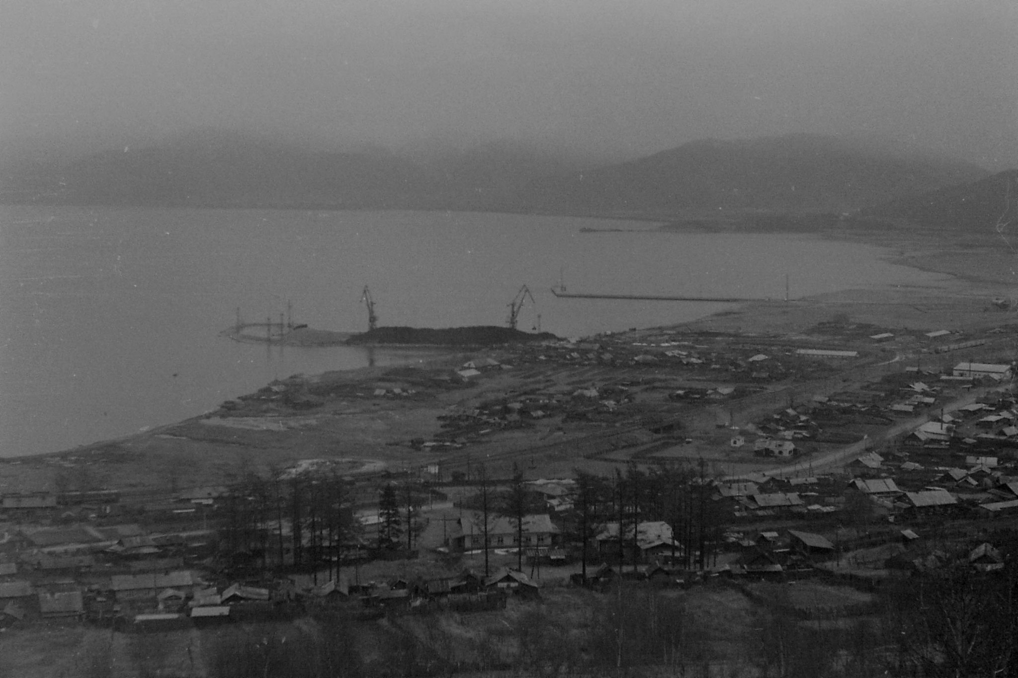 25/10/1988: 20: town on Baikal before the south end - 5886 km from Moscow