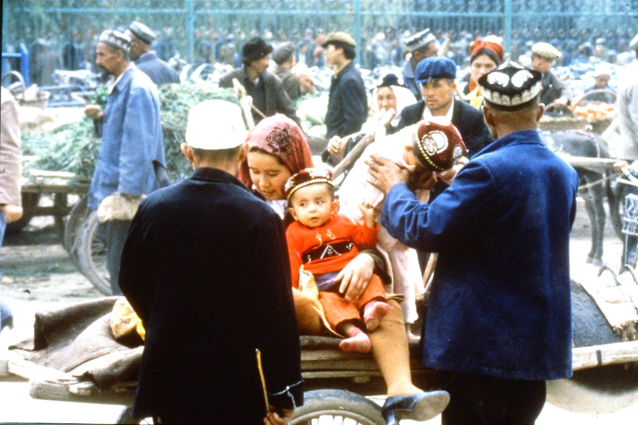 10/9/1989:13: Kashgar Sunday market