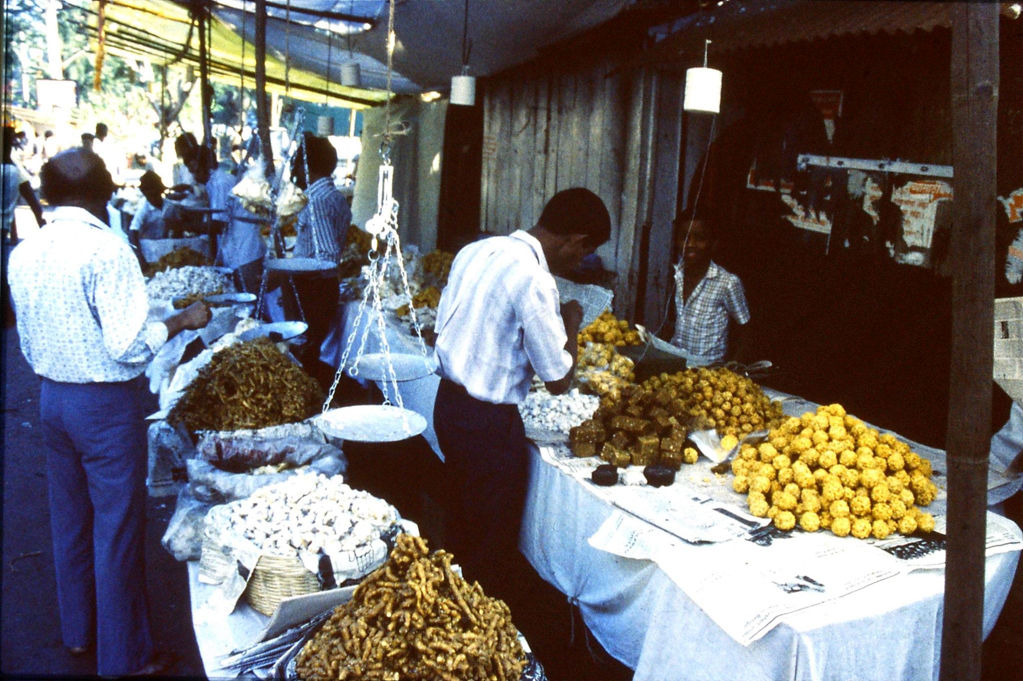 31/12/1989: 5:Goa Siolim church and market on festival day