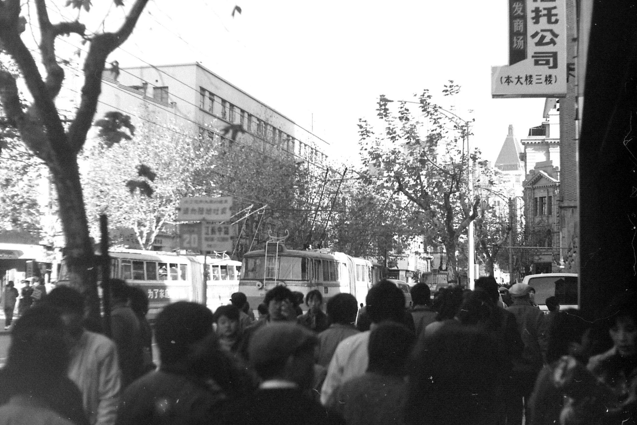 14/12/1988: 21: Shanghai, Peace Hotel from Nanjing Lu