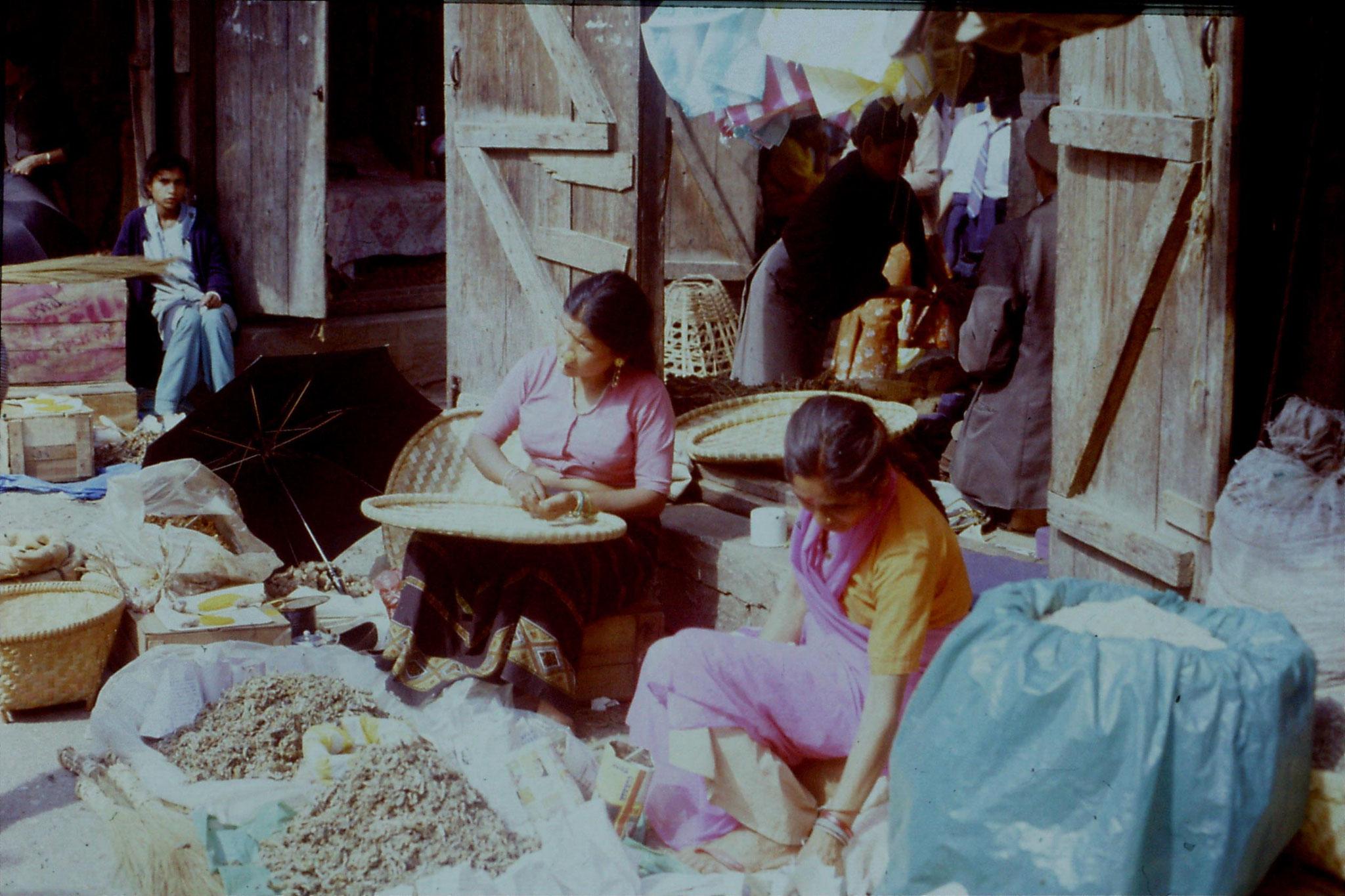 115/3: 22/4/1990 Gangtok - Lal Market