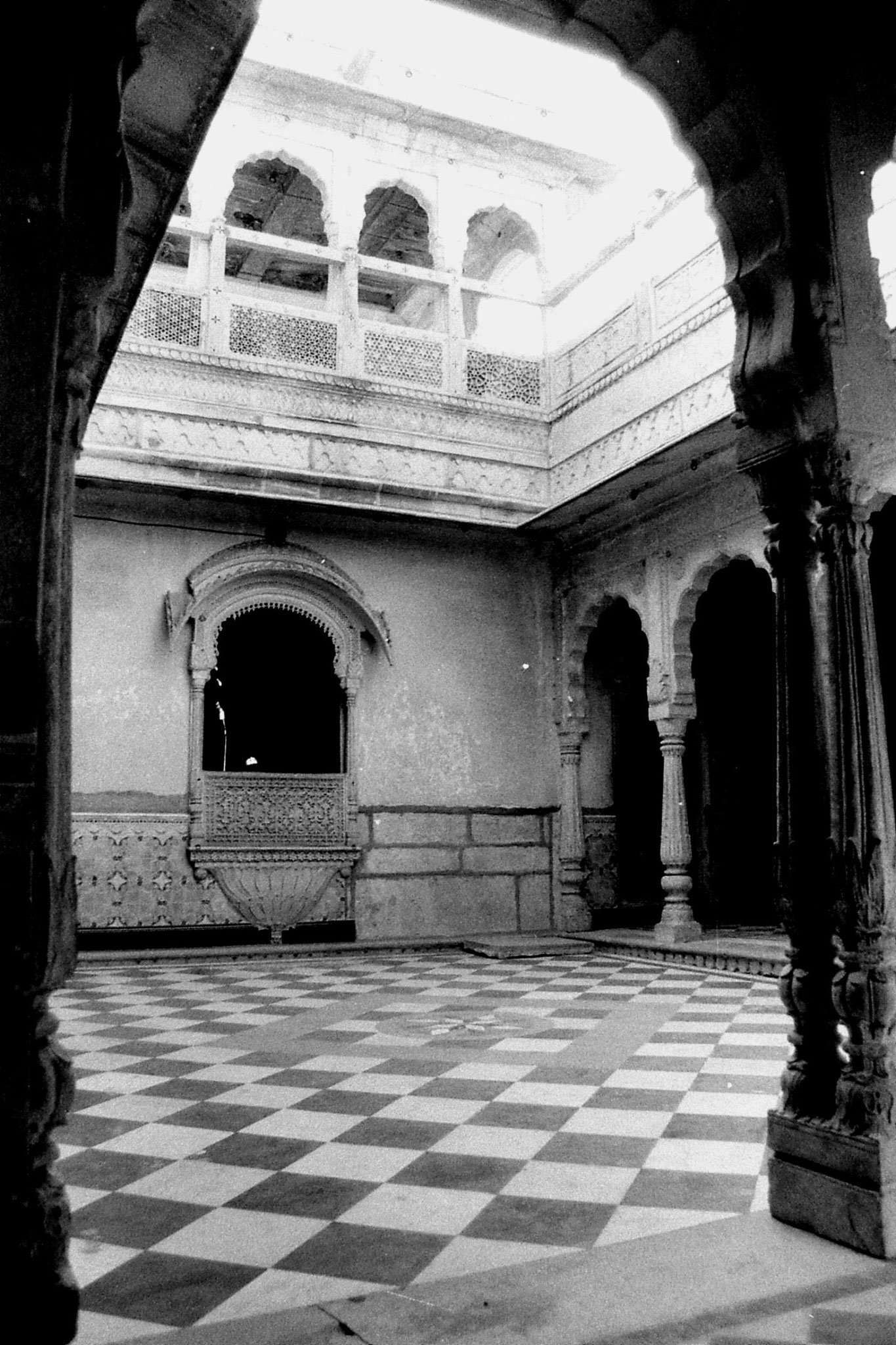 3/12/1989: 23: Jaisalmer courtyard
