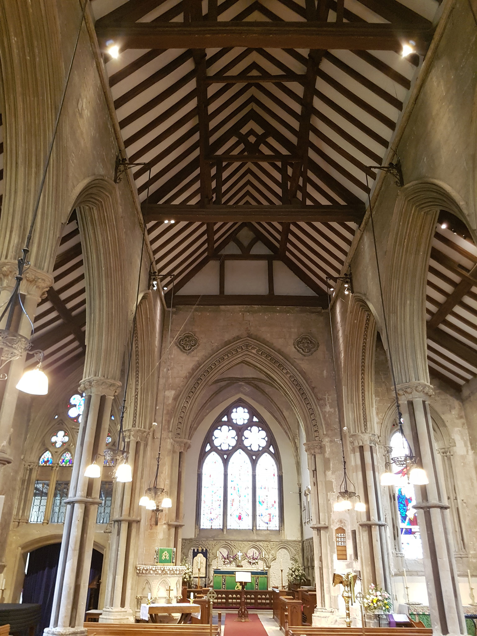 Early Gothic nave. Piers have alternating shafts of plain stone and Purbeck marble.