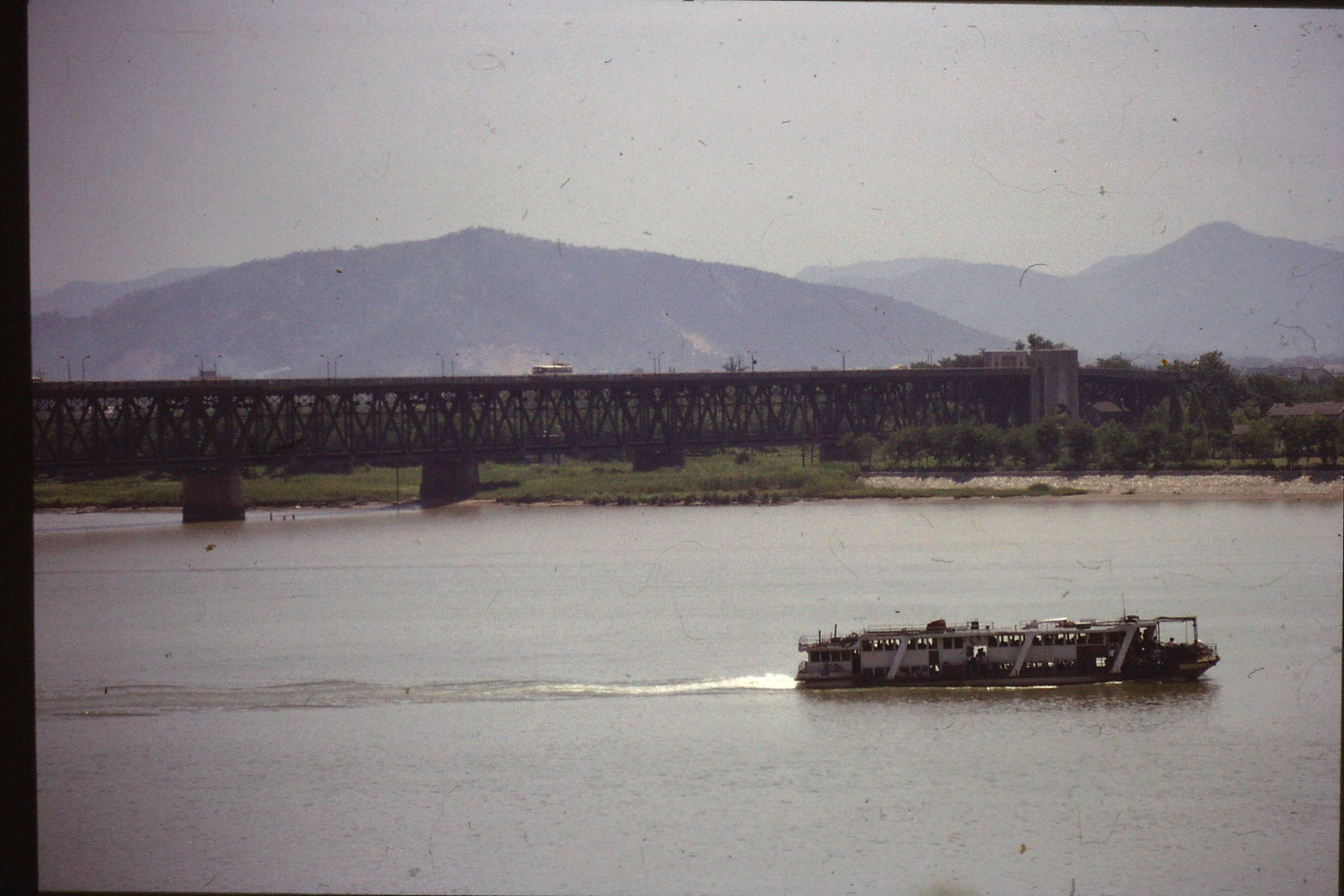 8/6/1989: 11: Hangzhou, end of bridge over Qiantang