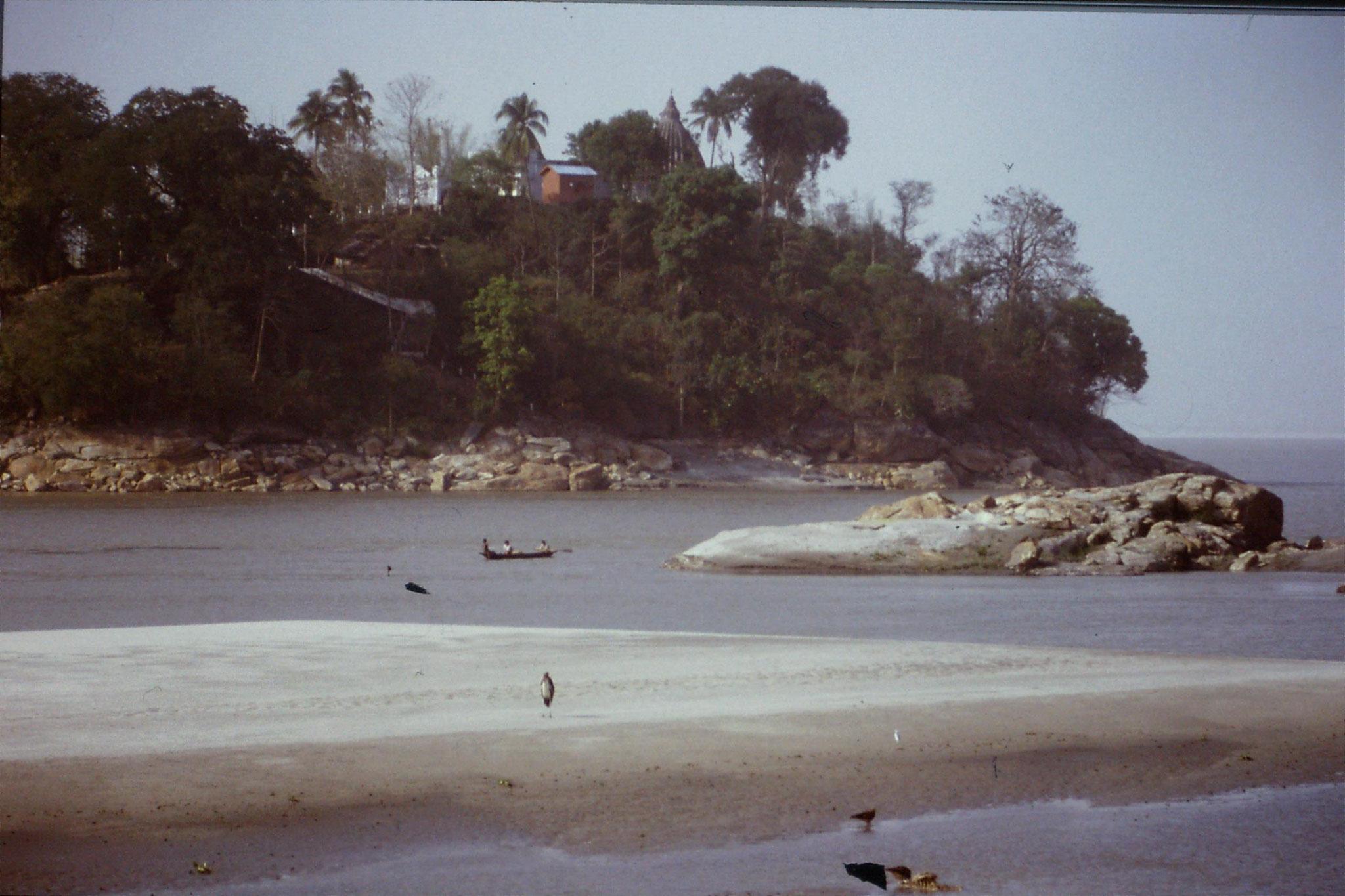 109/26: 10/4 Gauhati - Brahmaputra River