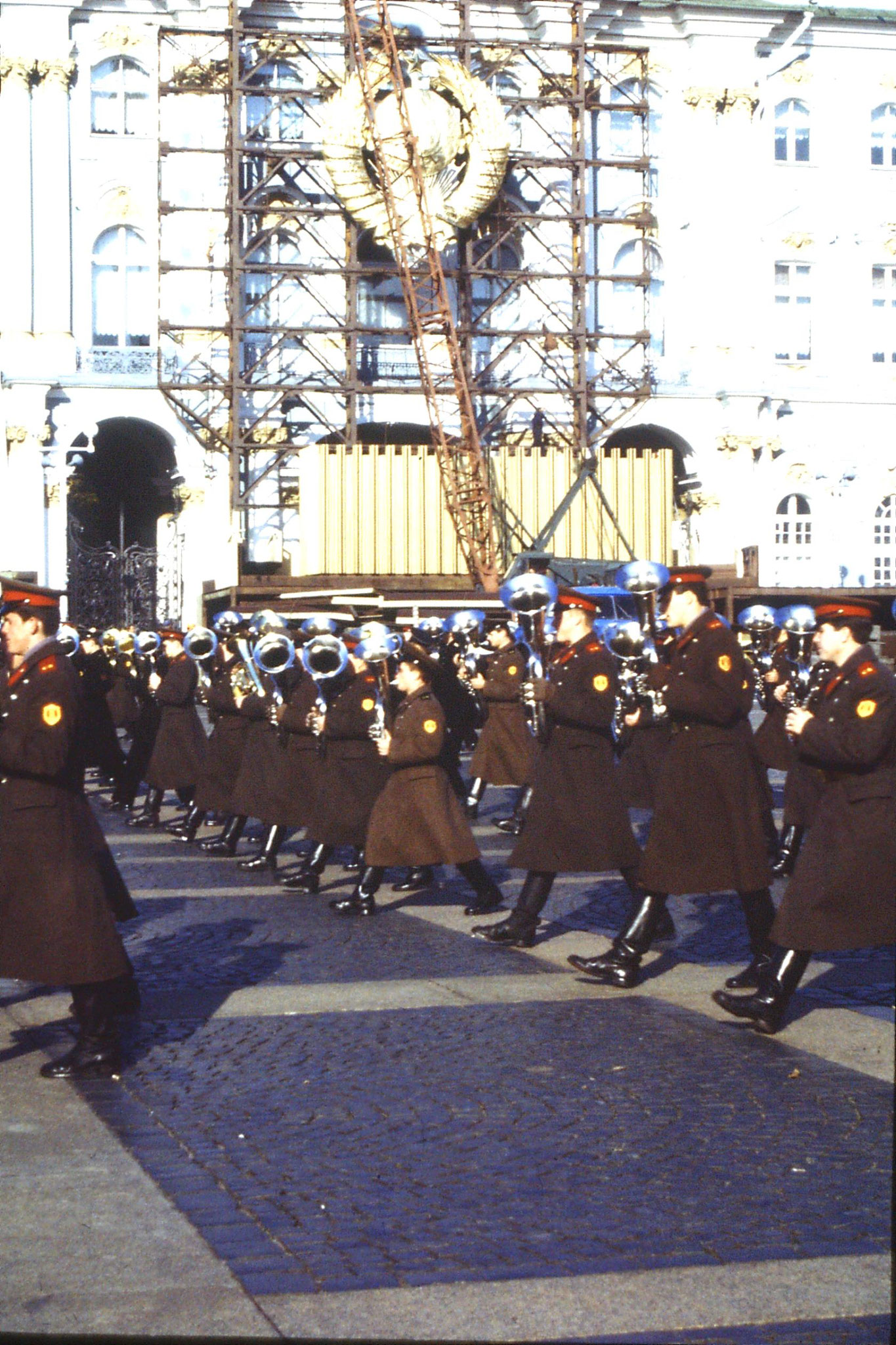 13/10/1988: 20:  Leningrad band in front of Hermitage