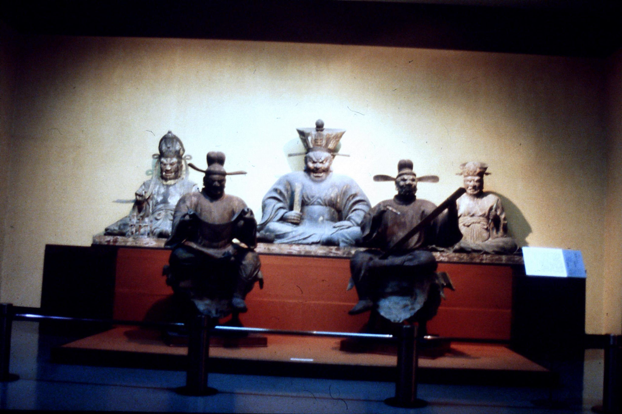 26/1/1989: 6: Kyoto 5 statues in museum