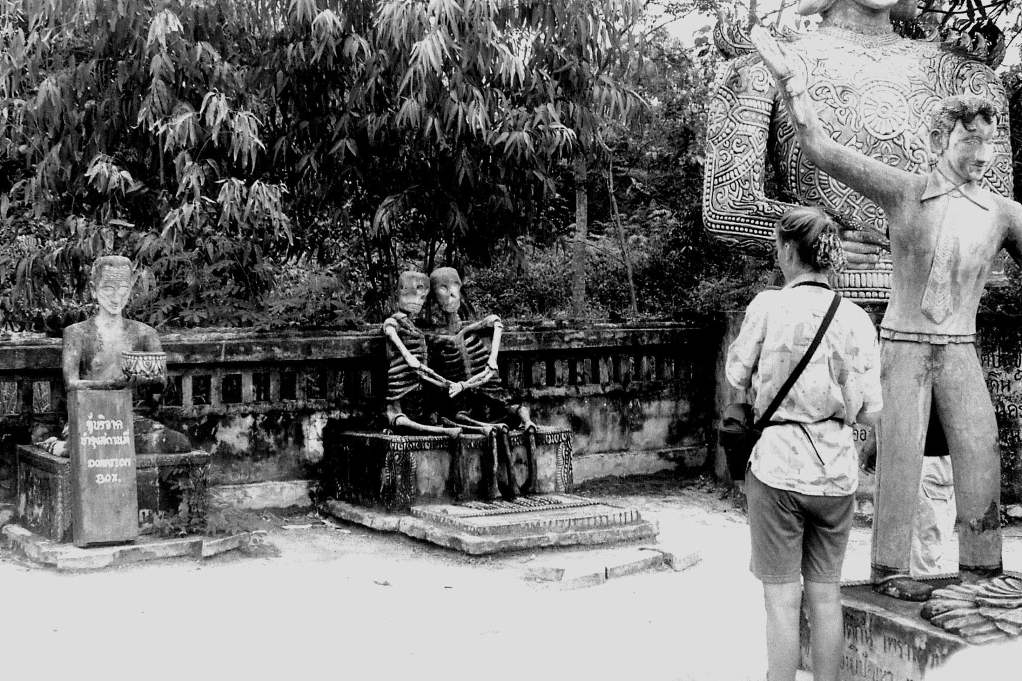 30/5/1990: 13: Nong Khai Wat Kaeg