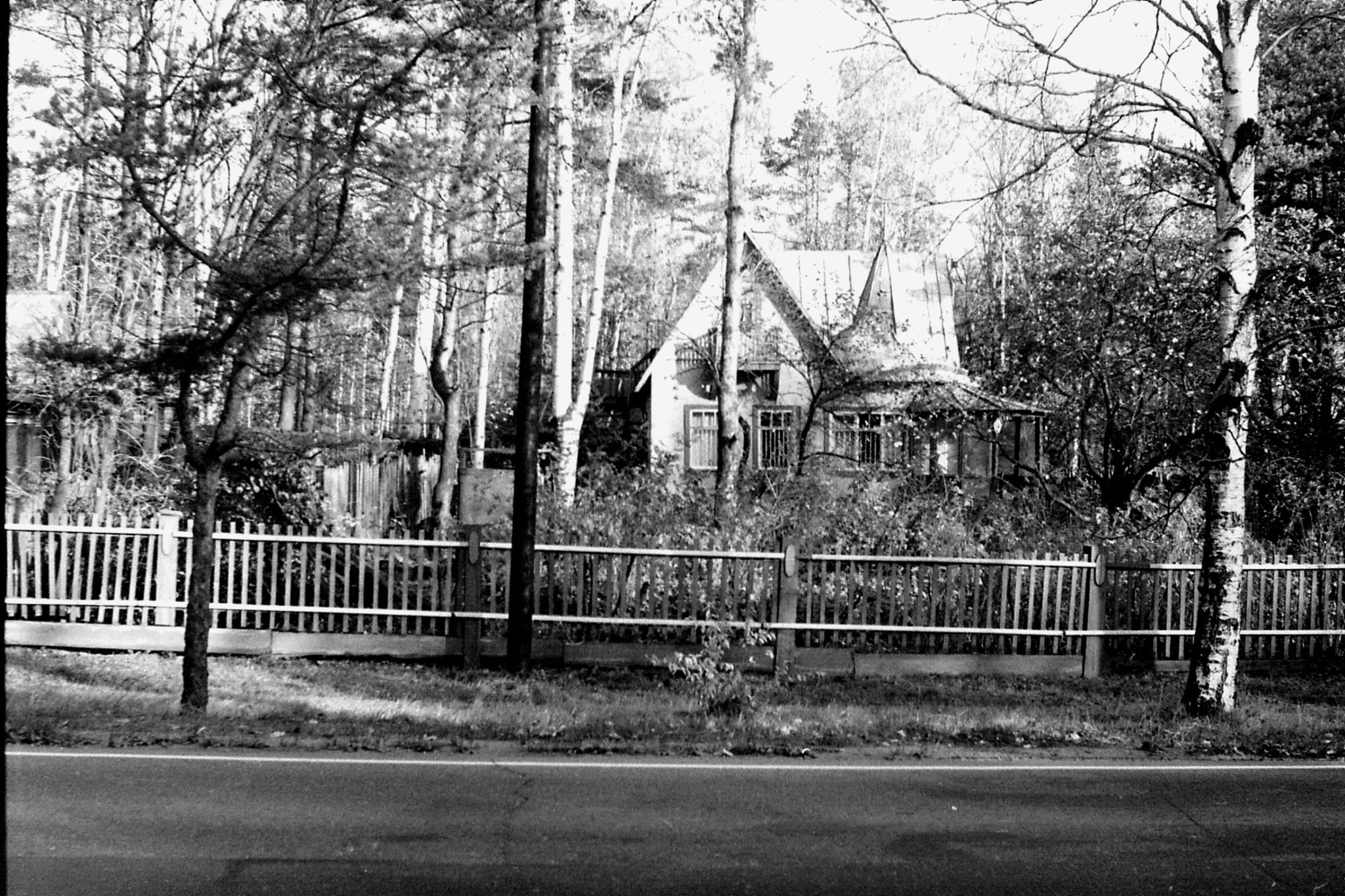 14/10/1988: 19: houses in Olgino