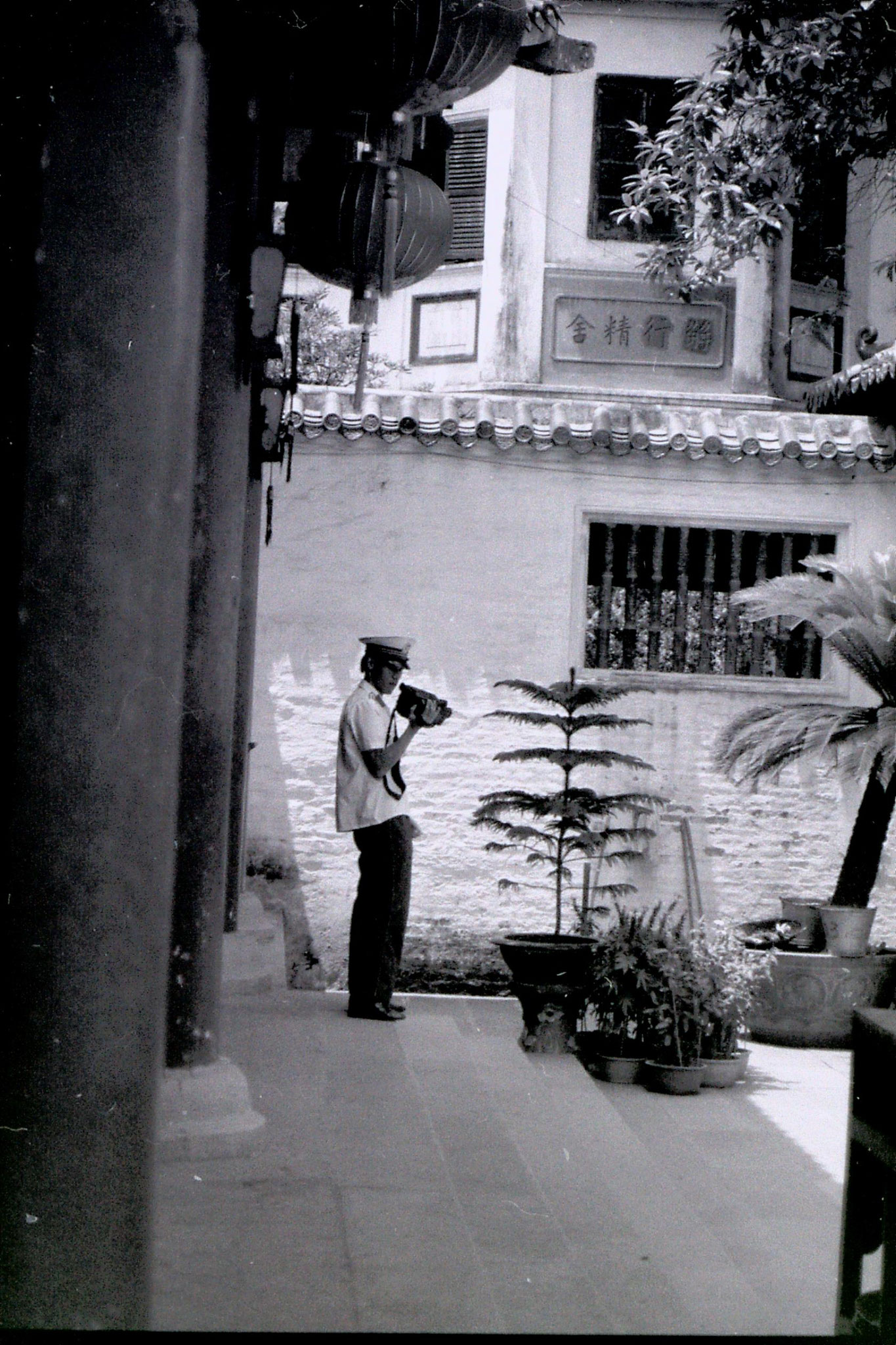 18/5/1989: 25: Guangzhou Six Banyan Temple PC and video