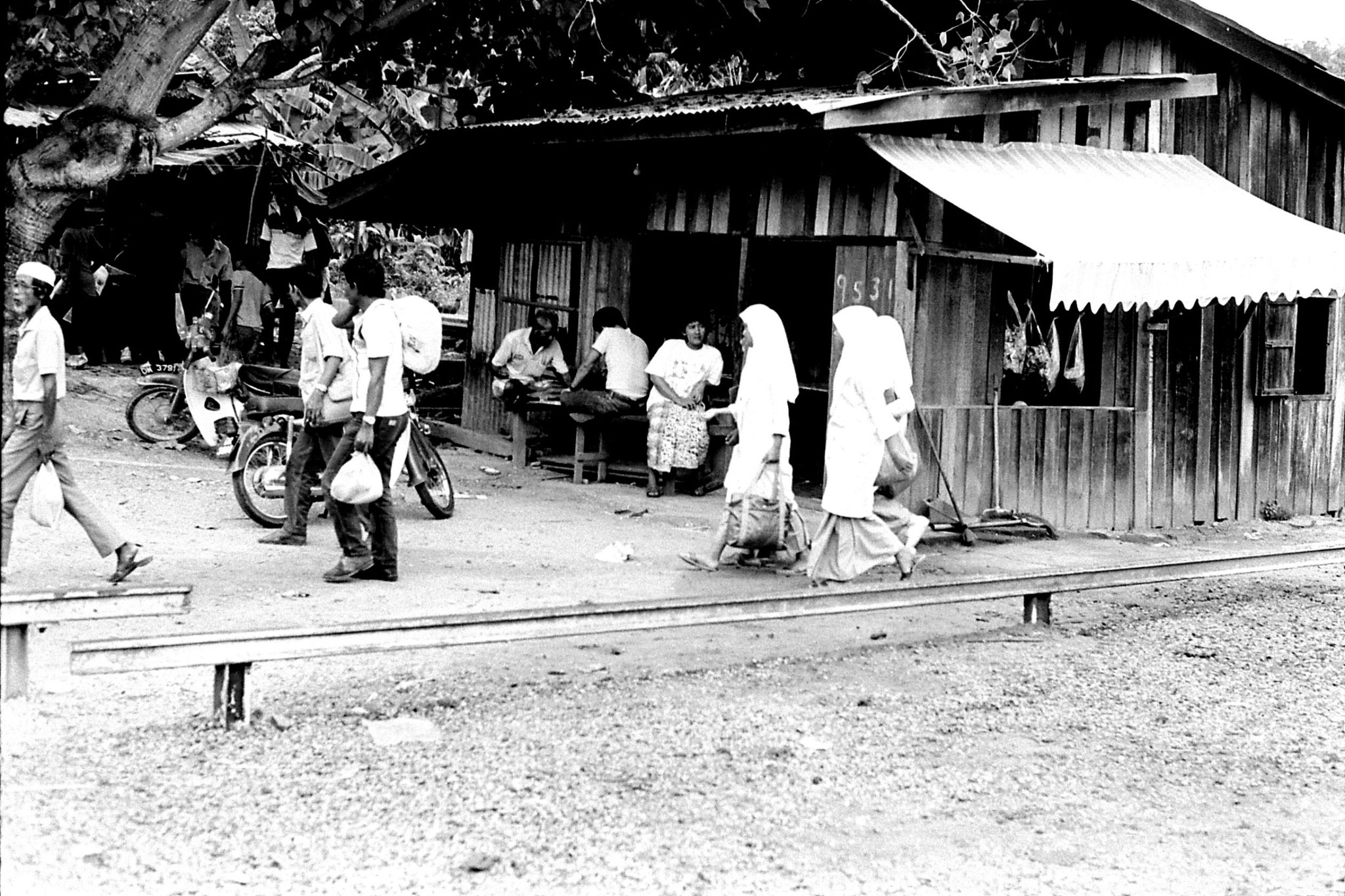 21/6/1990: 35: schoolgirls at Bertam Bahru