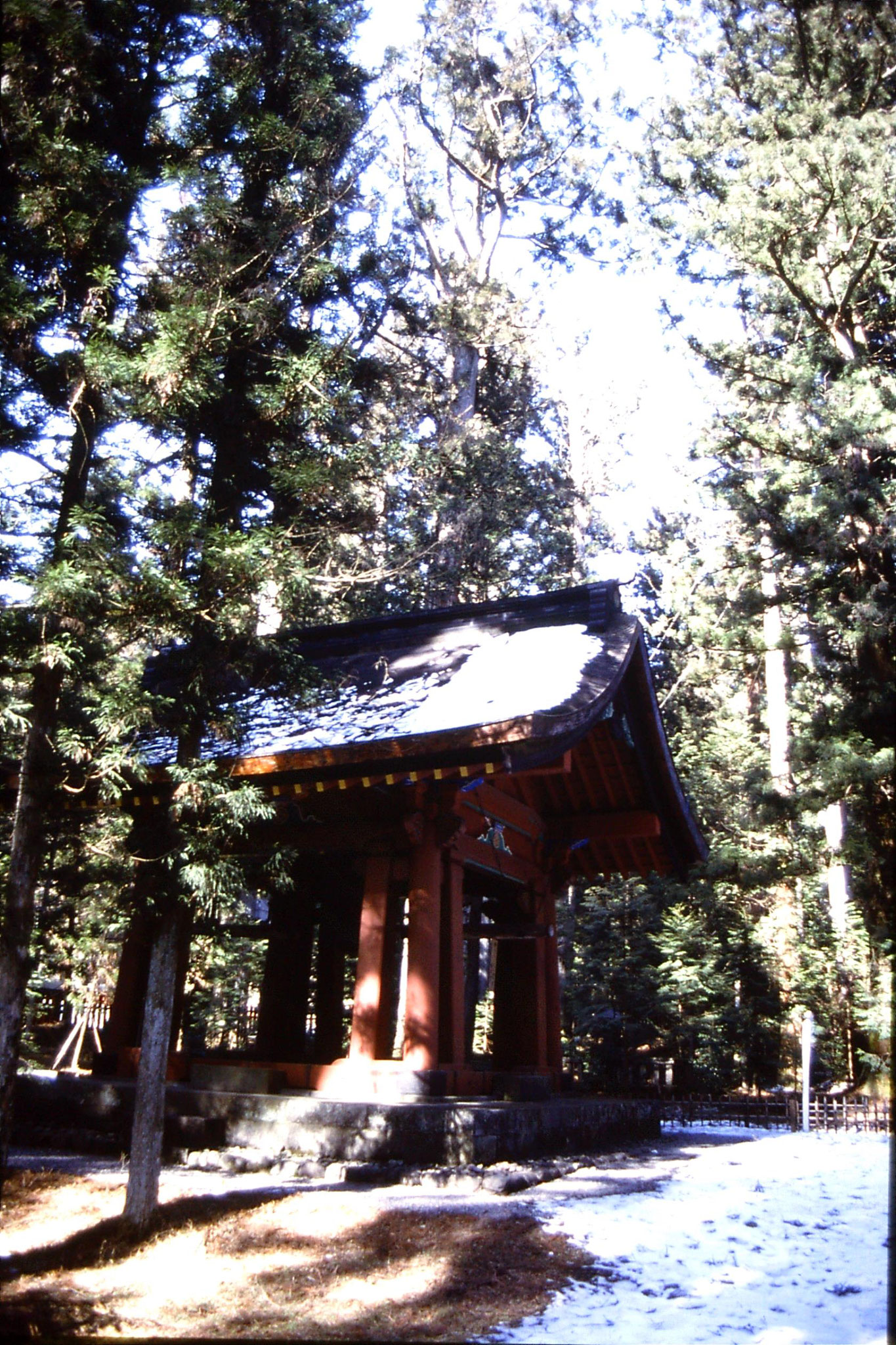 31/1/1989: 19: bell outside Toshugu