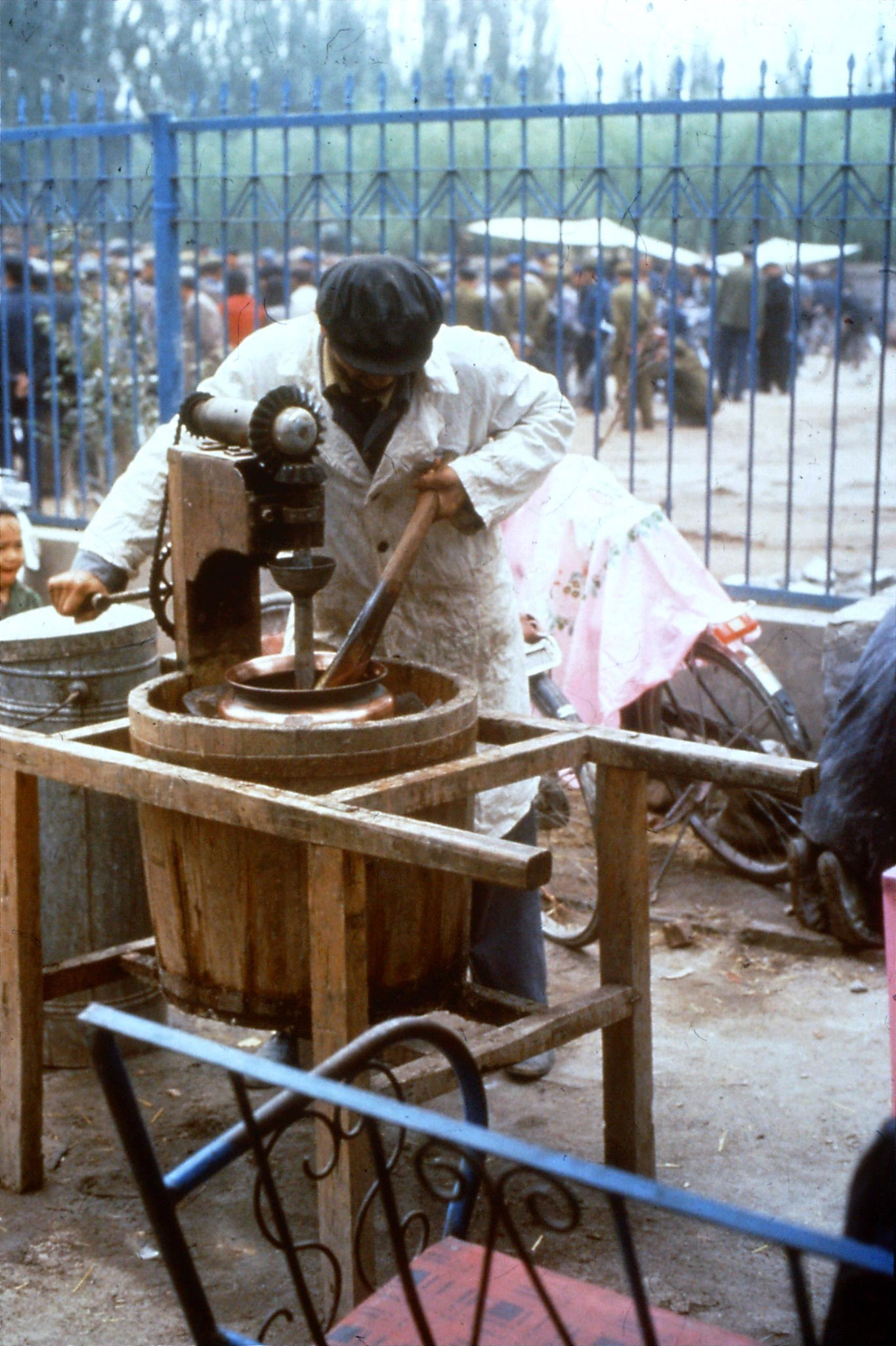 10/9/1989:17: Kashgar Sunday market