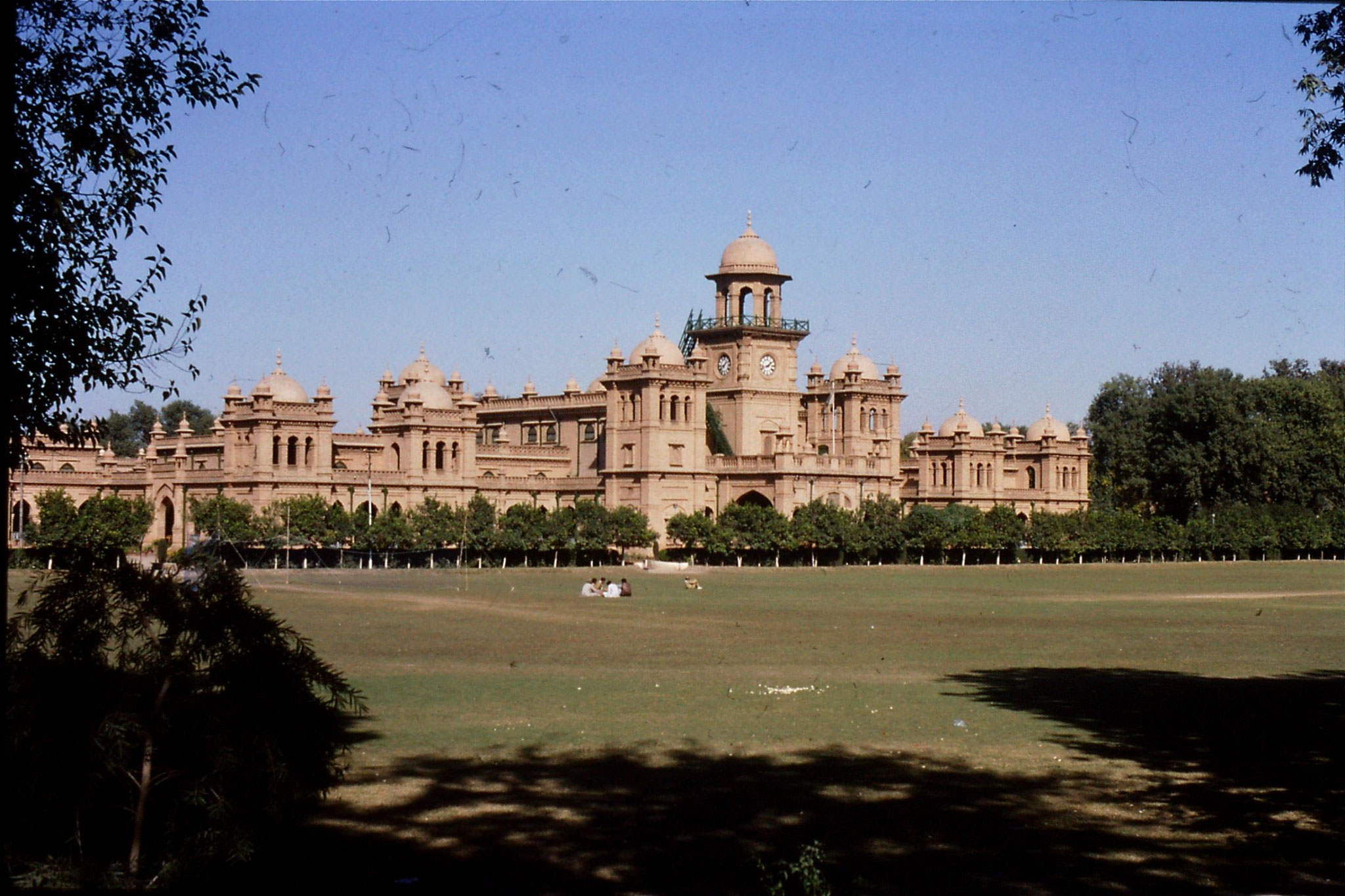 6/11/1989: 20: Islamia College