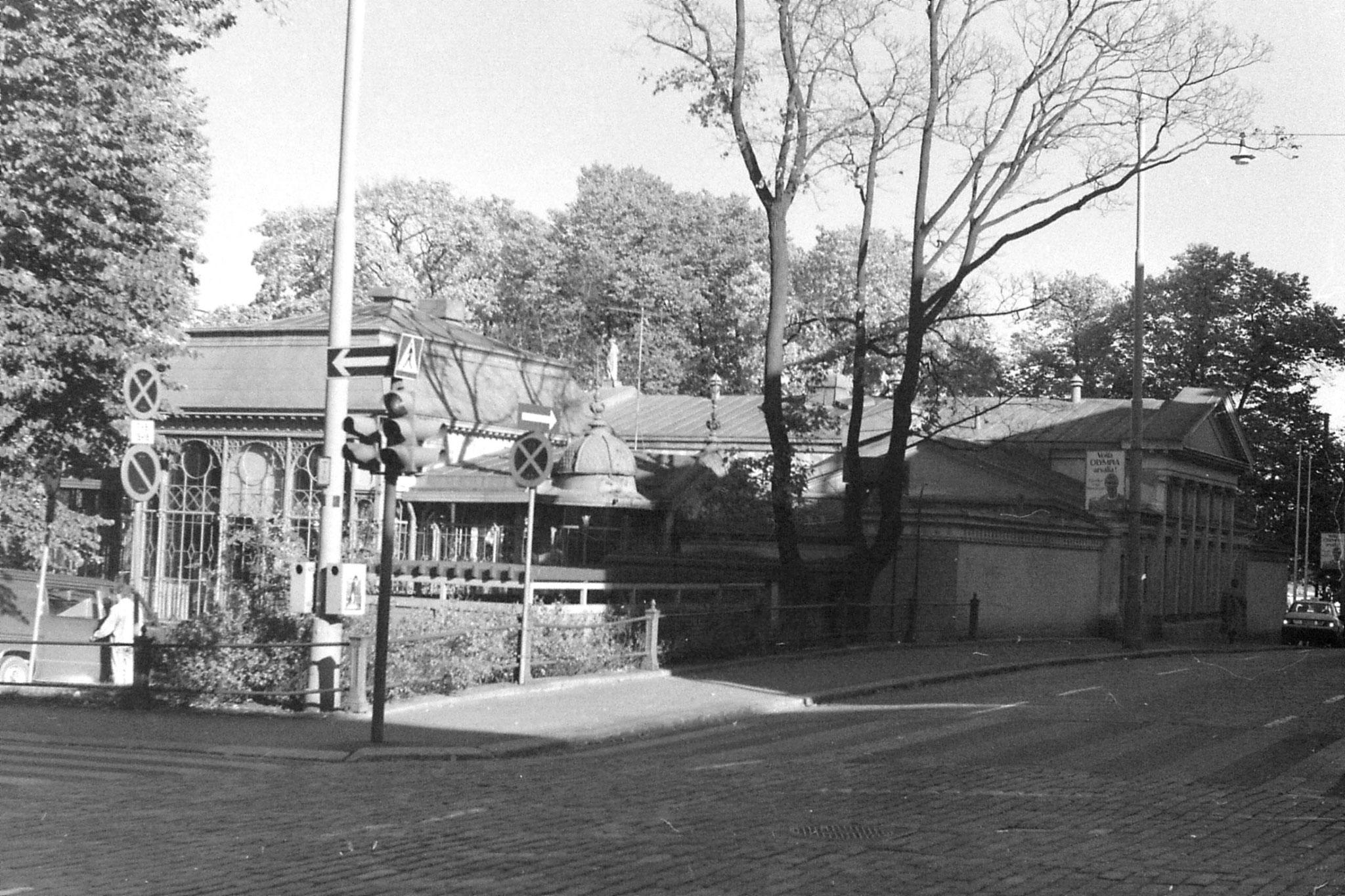 30/9/1988: 4: pavilion cafe between N and E Esplanade