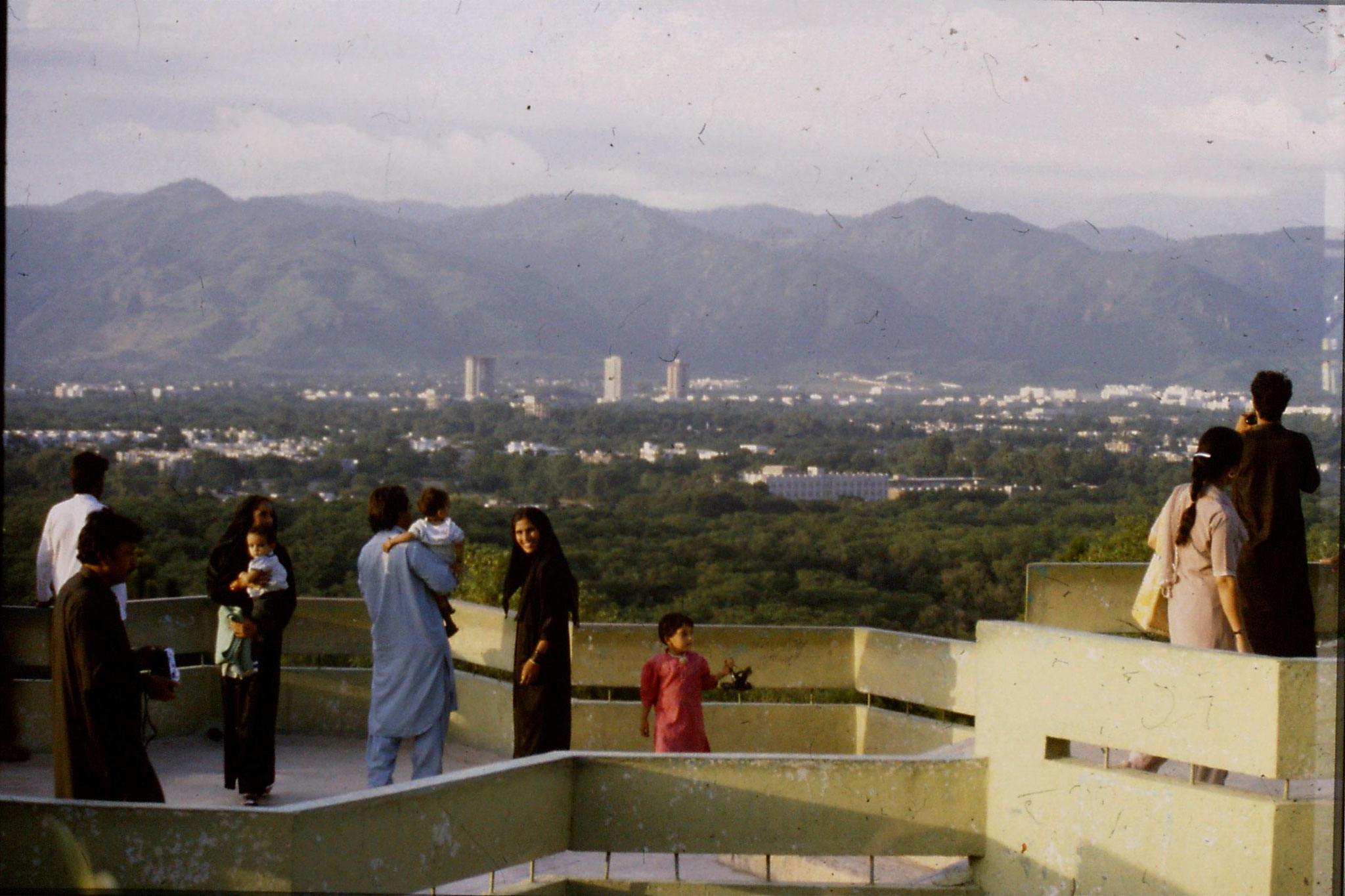 23/9/1989: 4: Islamabad from hill top Shakar Parian