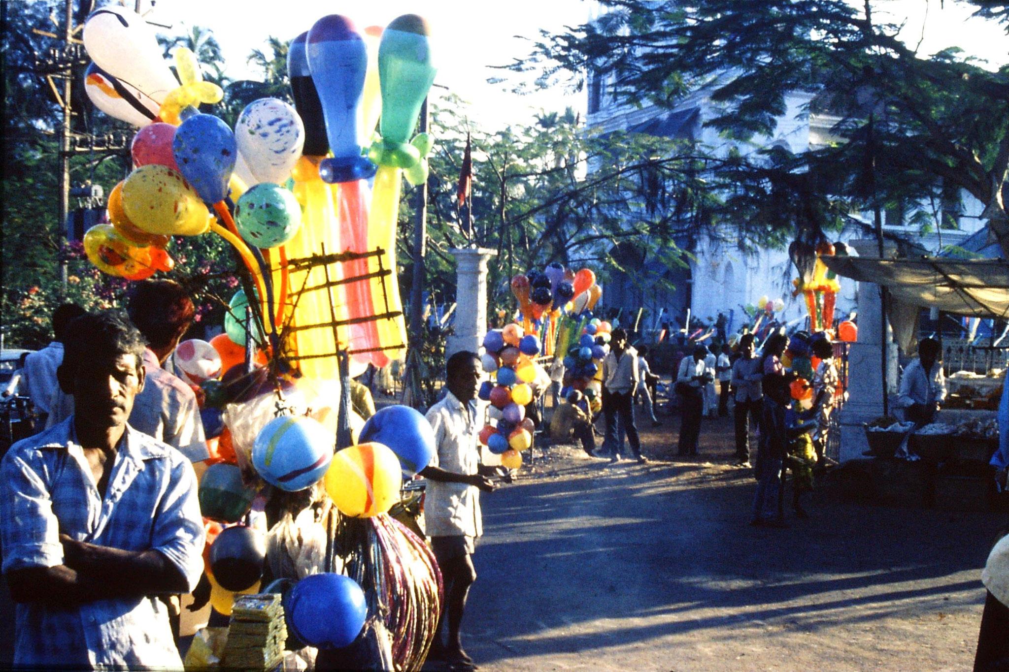 31/12/1989: 1:Goa Siolim church and market on festival day