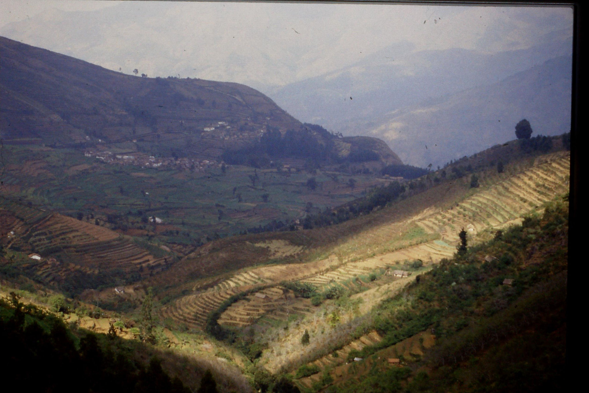 104/24: 20/2/1990 Vilpatti village and surroundings from Kodai road