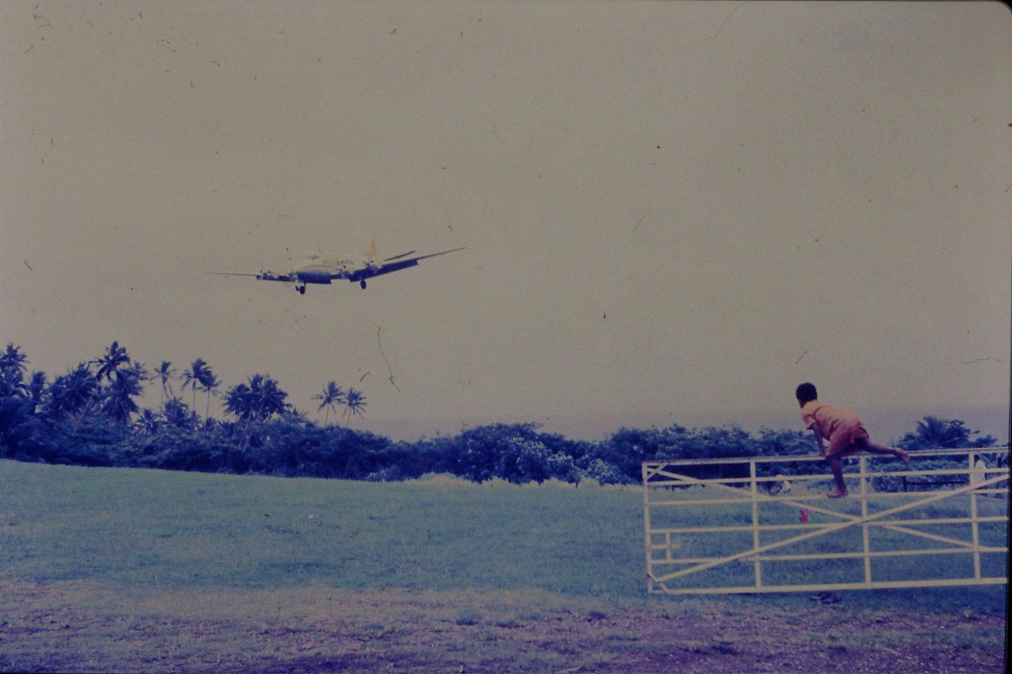 22/11/1990: 25: Somosomo, airport