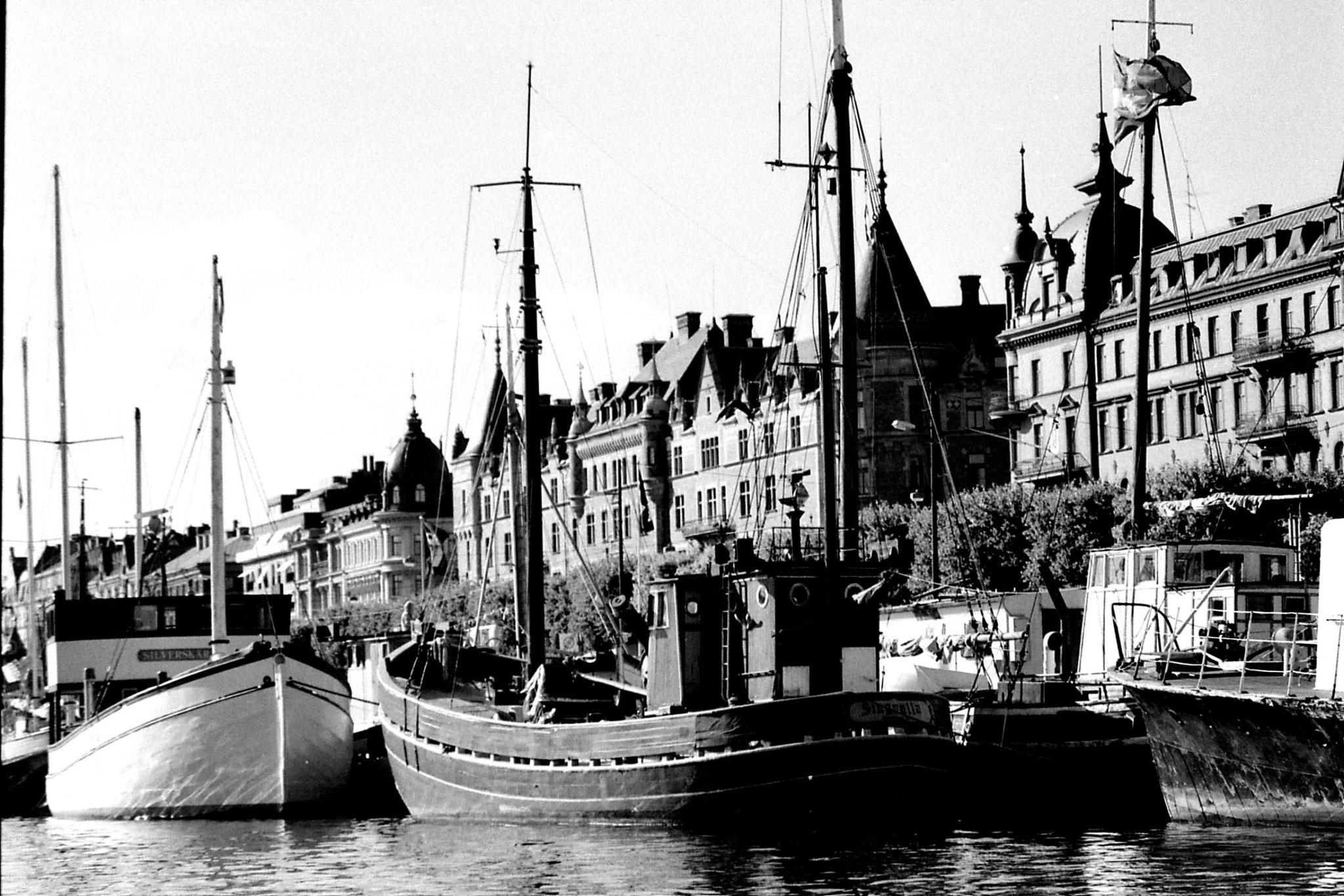 7/9/1988: 40: Stockholm harbour