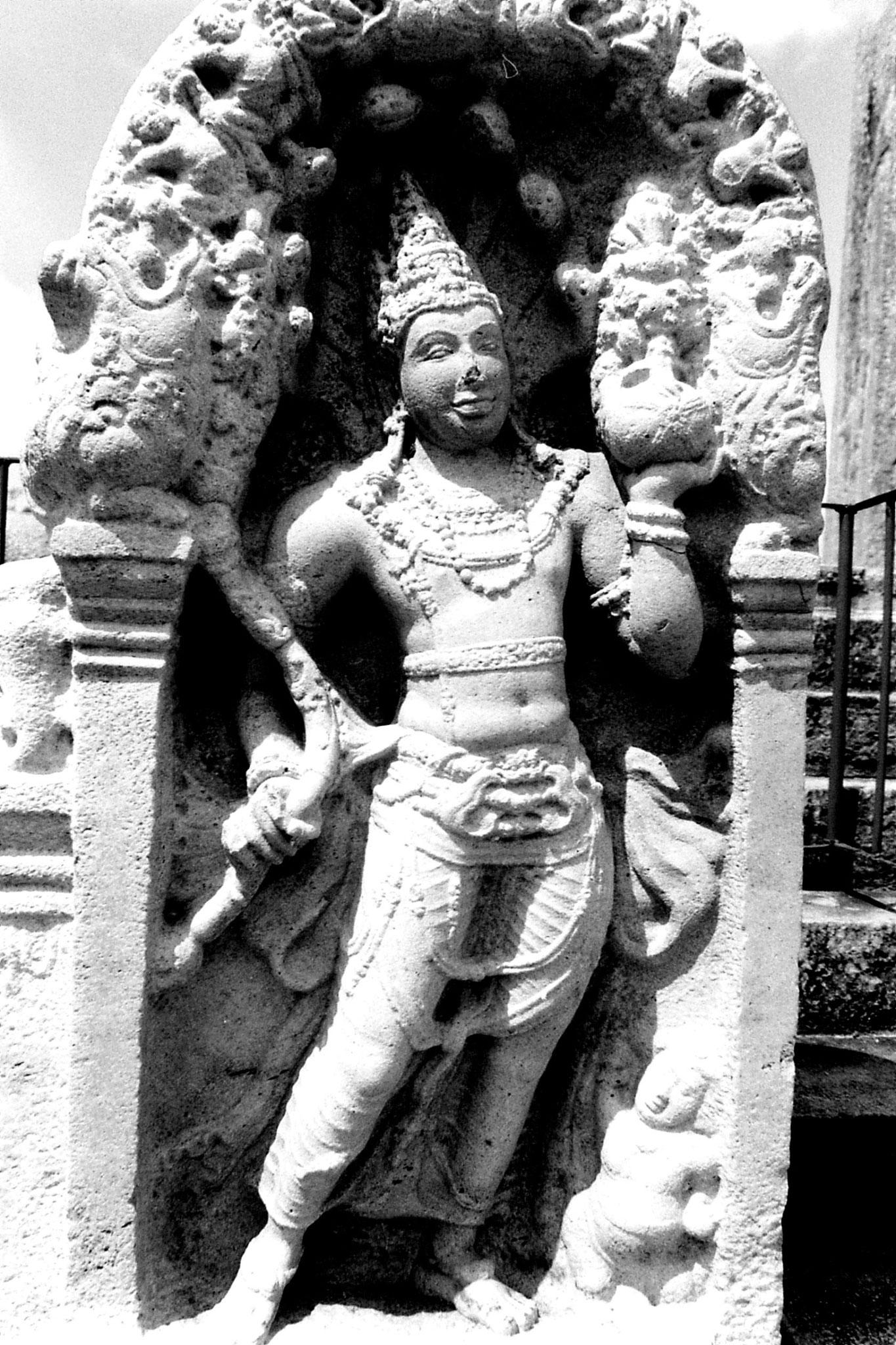 9/2/90: 27: Anuradhapura