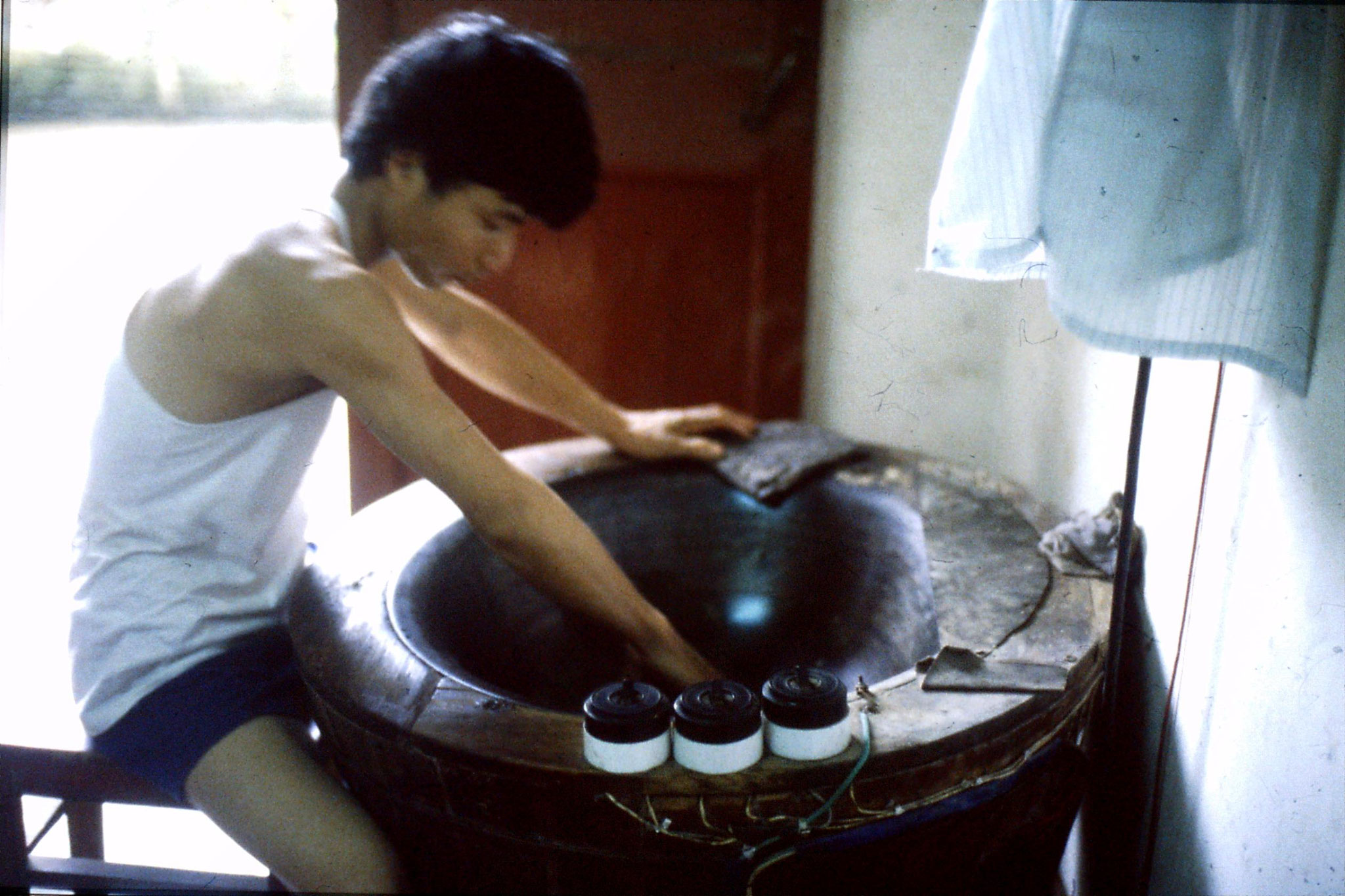 8/7/1989: 26: making tea at Long Jing