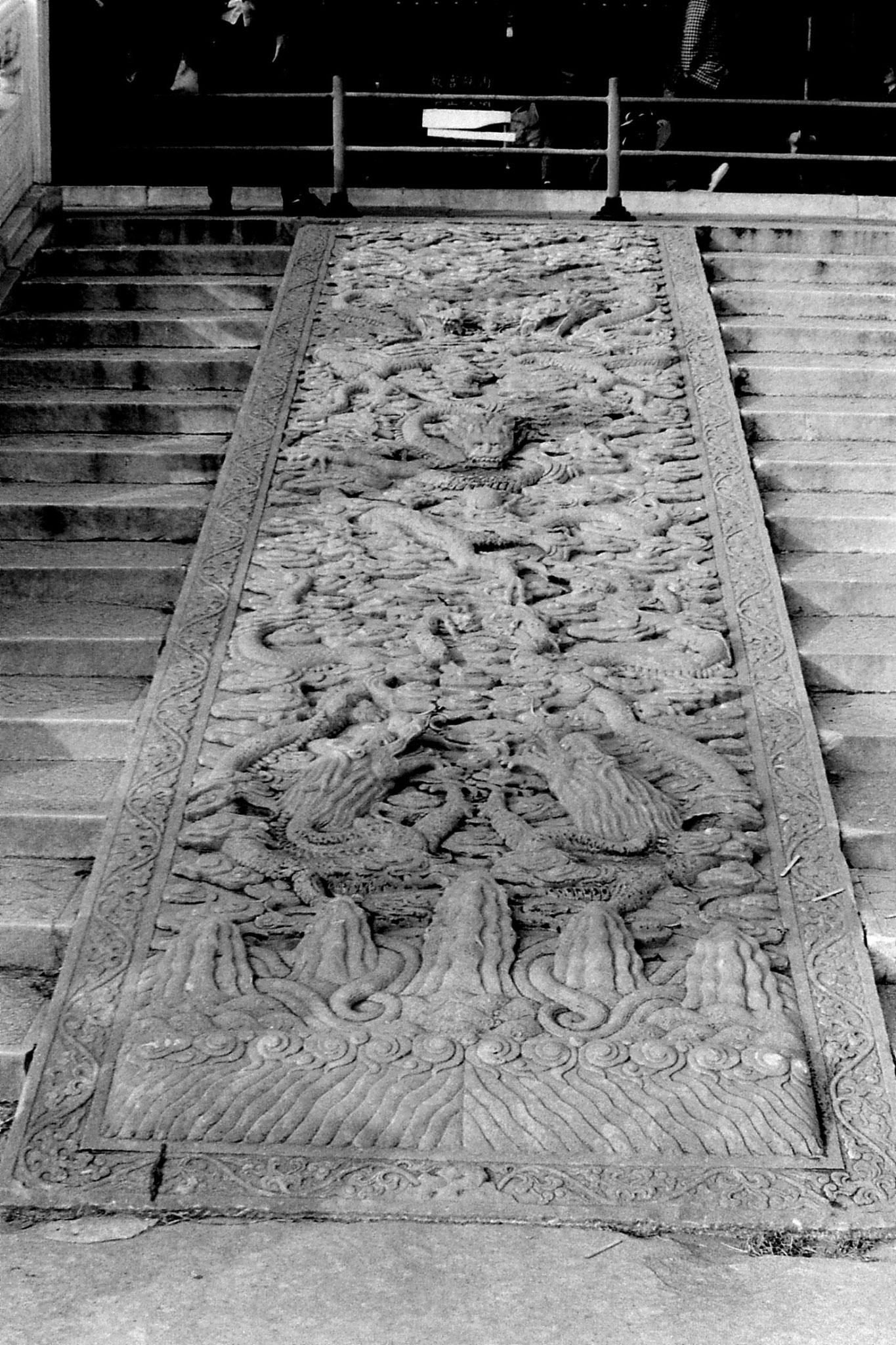 30/10/1988: 4: Emperor's paving
