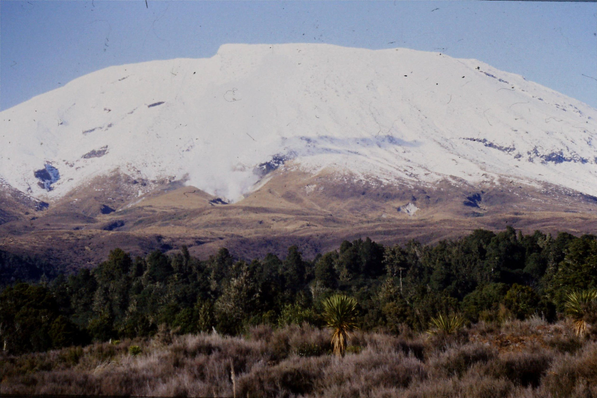 30/8/1990: 10: Tongariro with steam