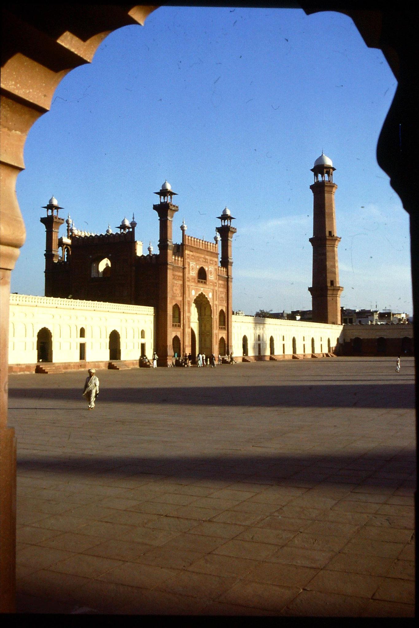 15/11/1989: 8: Lahore, Badsahi Mosque