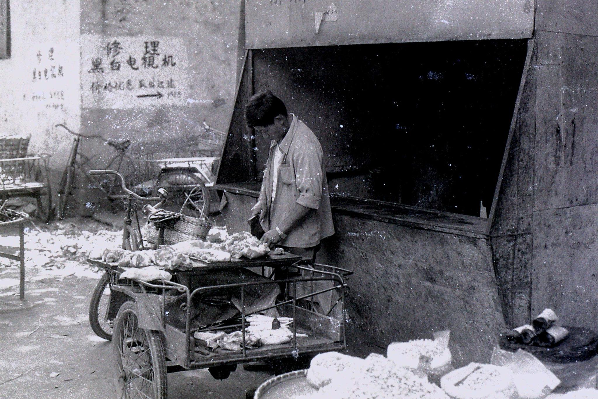 27/6/1989: 29: Shaoxing market, butcher
