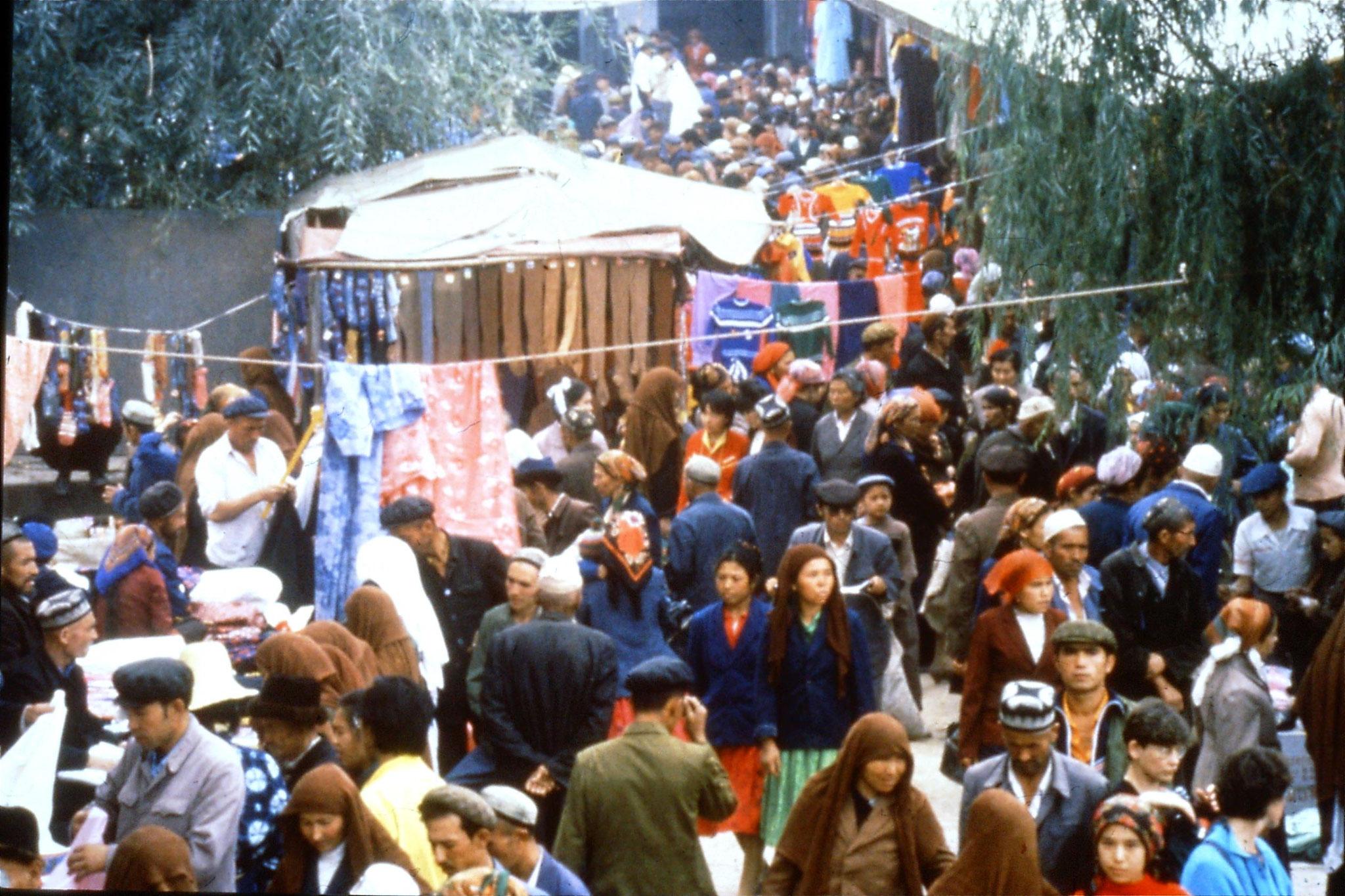 10/9/1989:12: Kashgar Sunday market