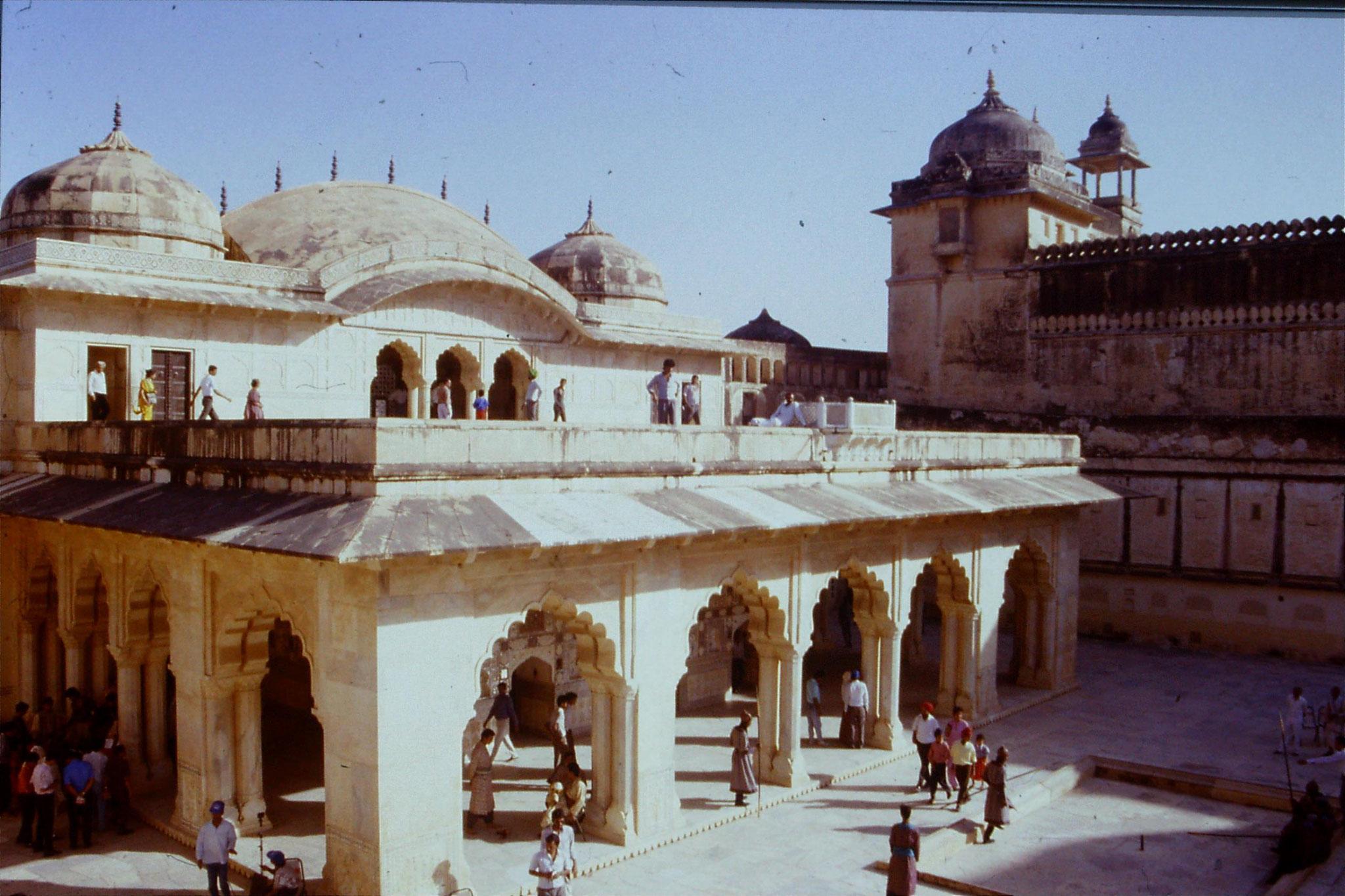 109/19: 3/4/1990 Jaipur/Amber -Maharajah's quarters with film set