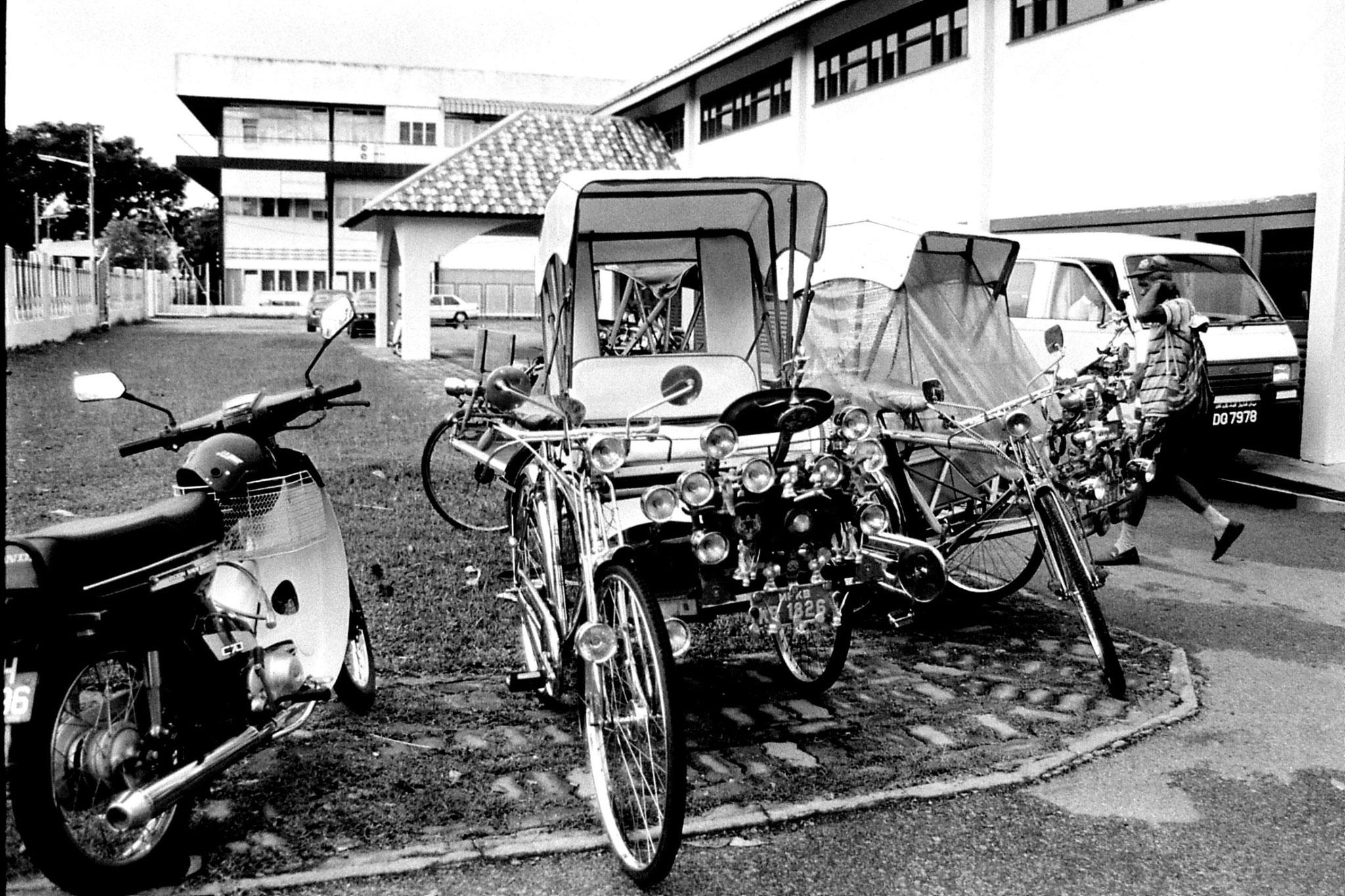 20/6/1990: 30: Kota Bharu cycle rickshaw stand