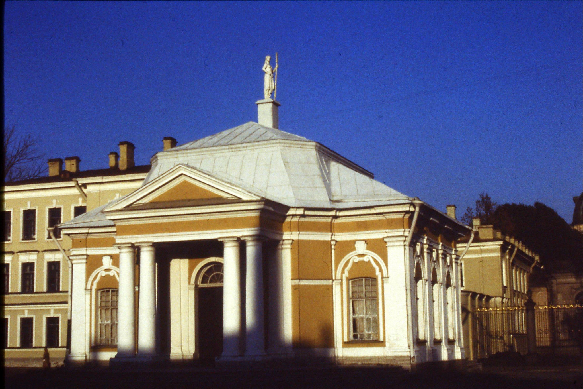 13/10/1988: 26:  Leningrad house next to 25