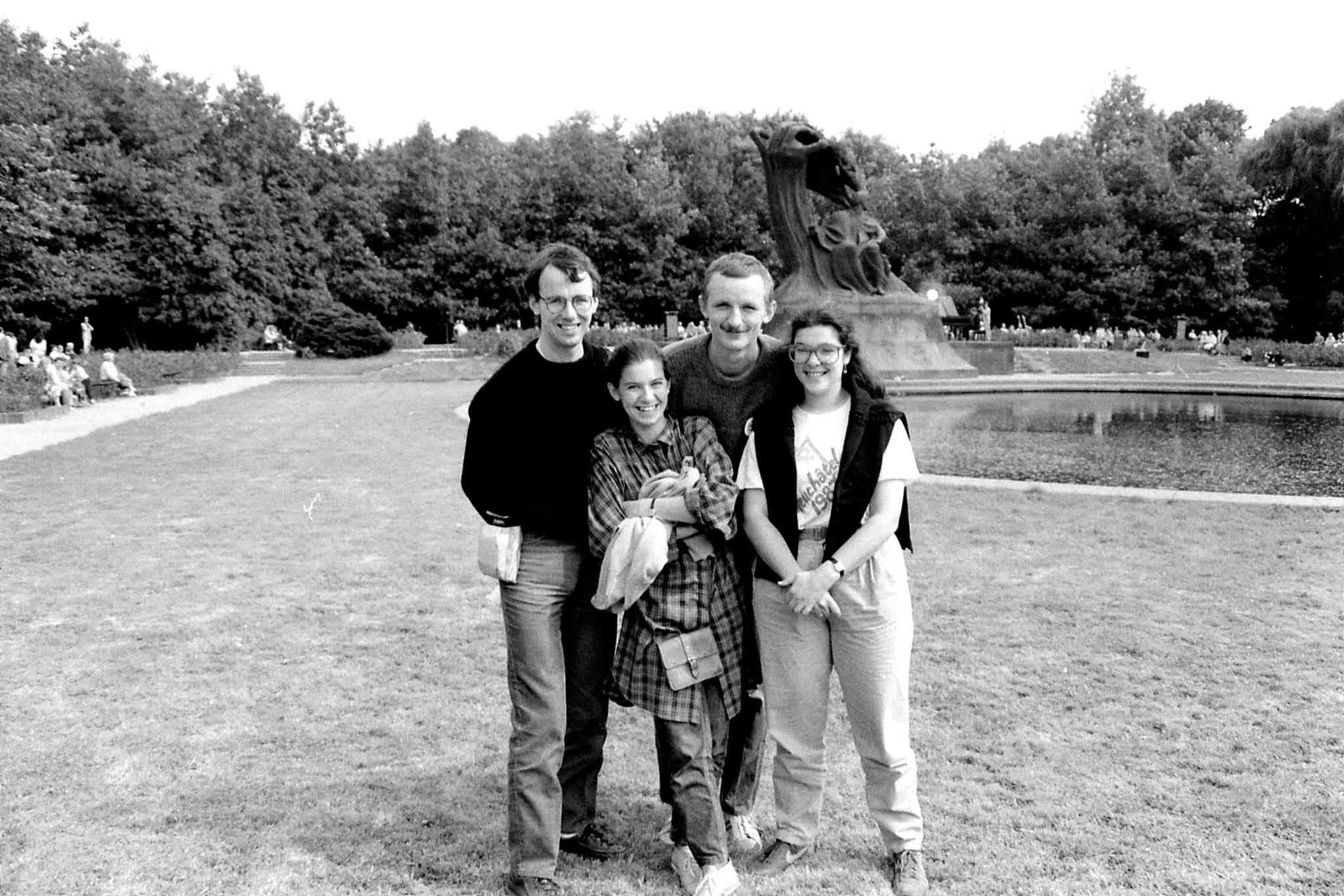28/8/1988: 8: Hanja & Robert Lazienki Park