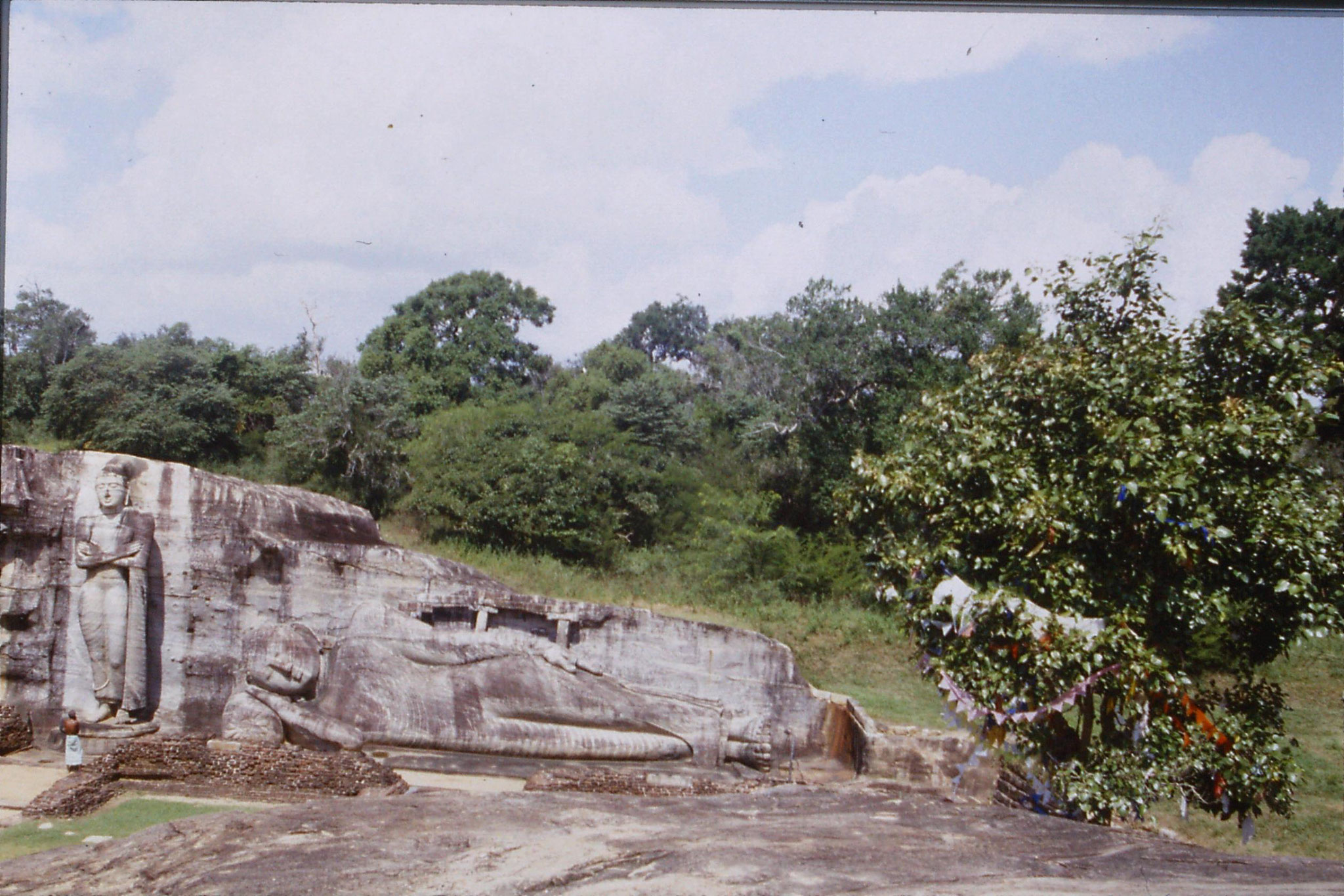 8/2/1990: 35: Polonnarua, Gal Vihara sleeping and standing Buddha
