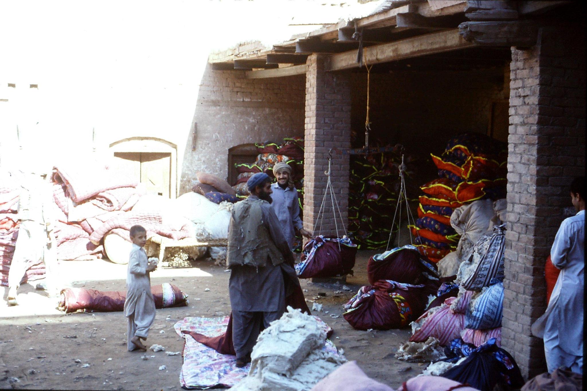 5/11/1989: 13: Peshawar, quilt factory