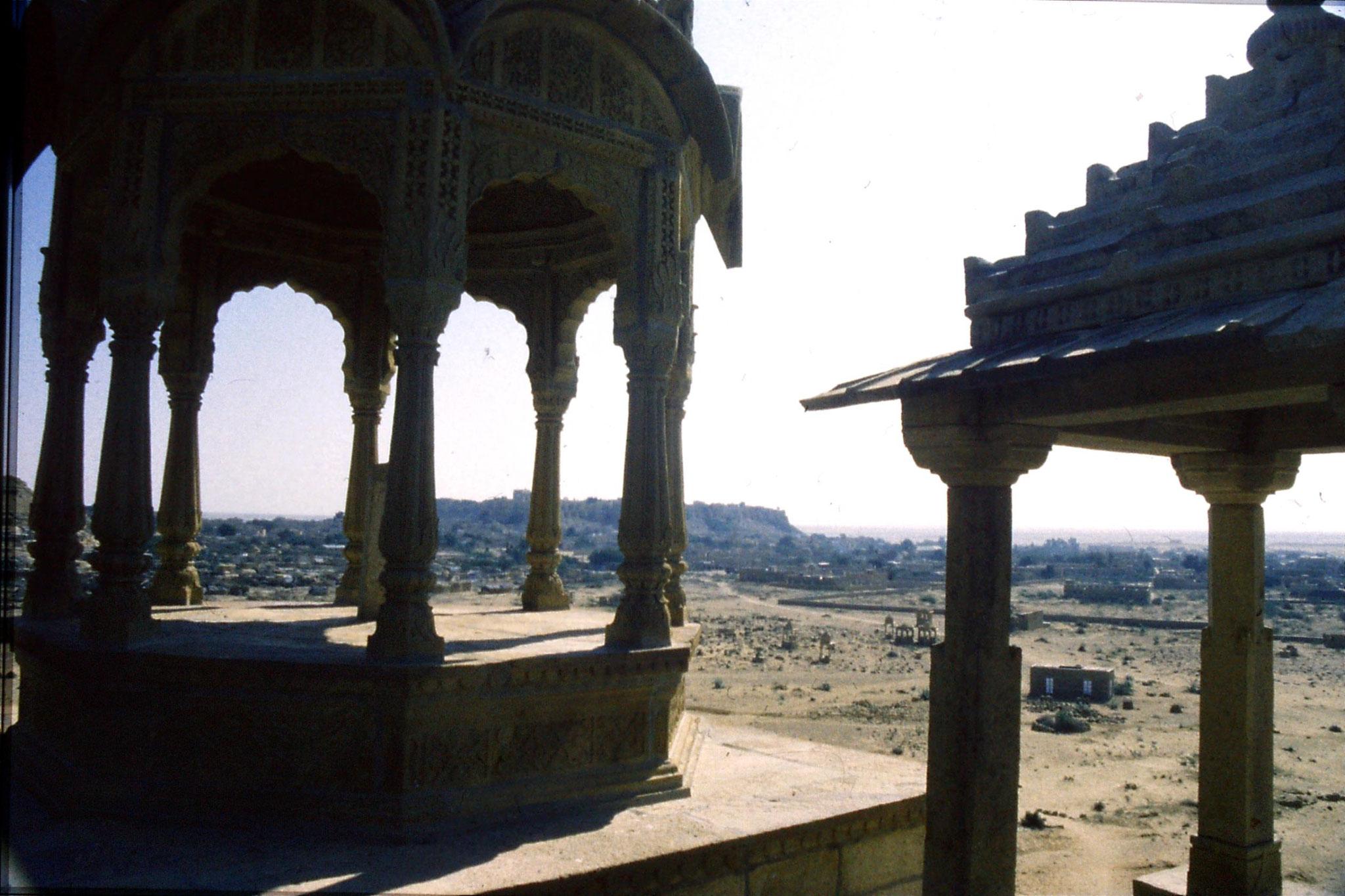 30/11/1989: 15: Jaisalmer, ruins NW of old city