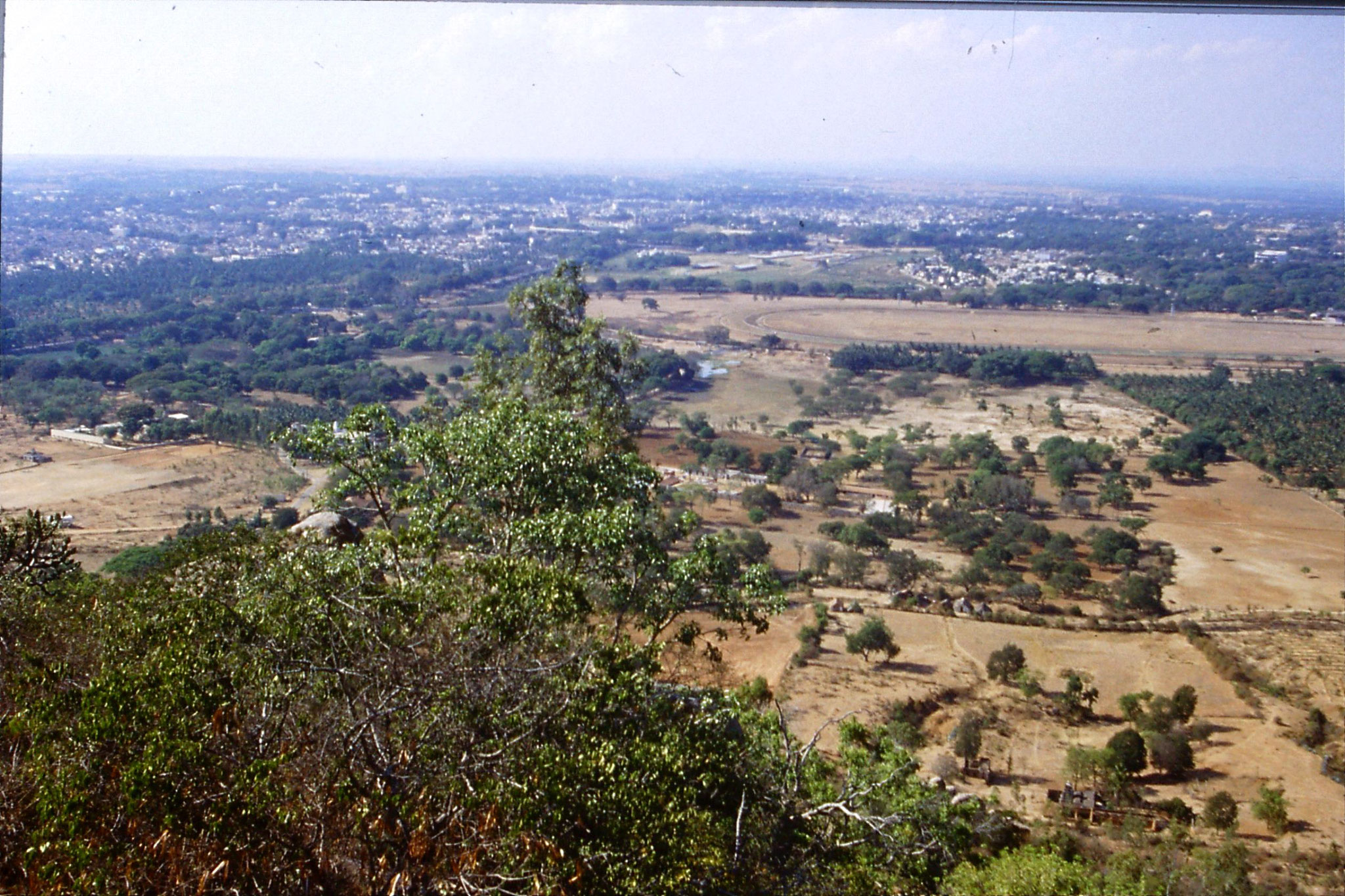 108/6: 12/3/1990 Mysore city centre from half way up hill