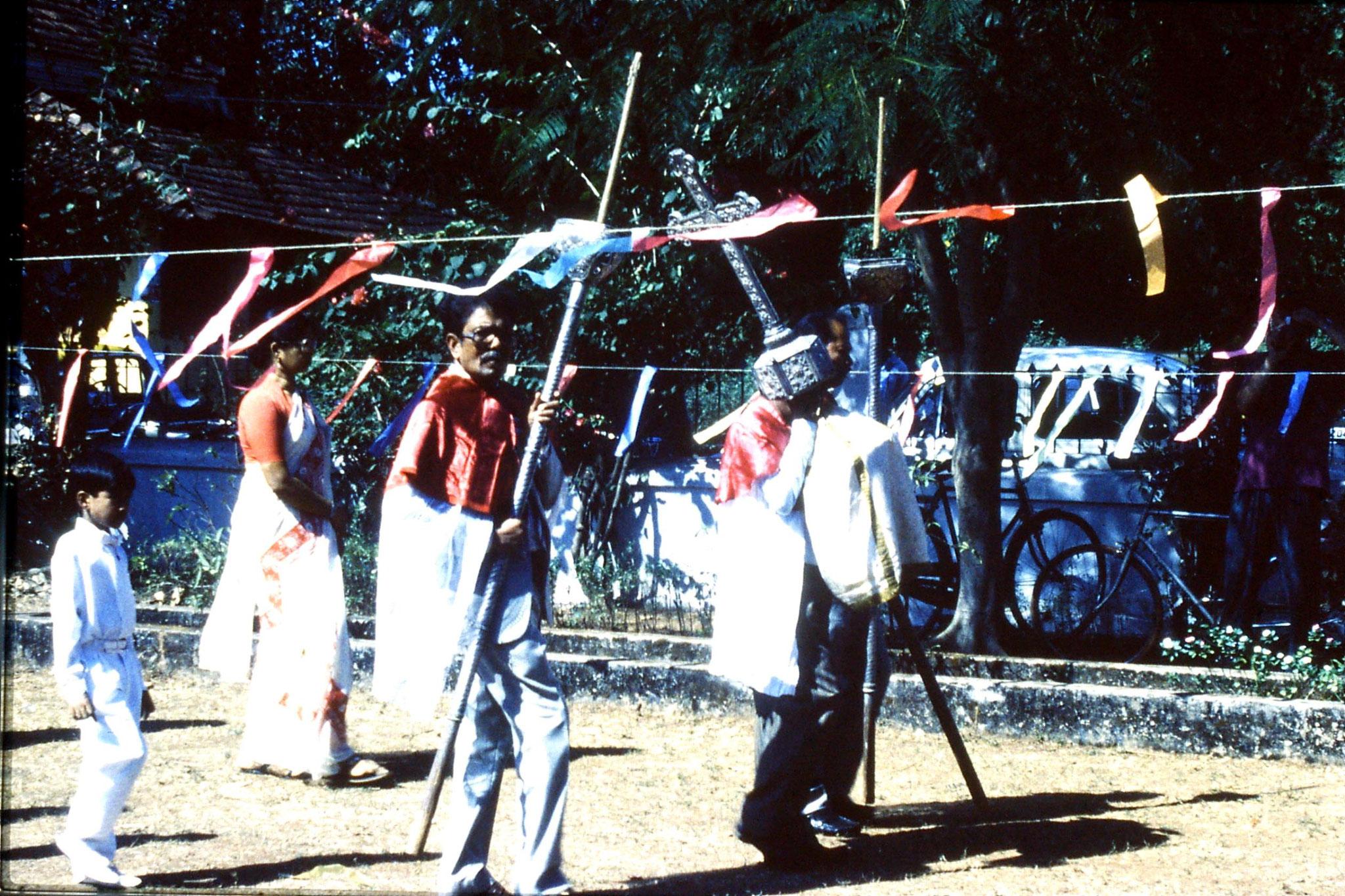 31/12/1989: 12: Siolim church and 10.30 mass procession