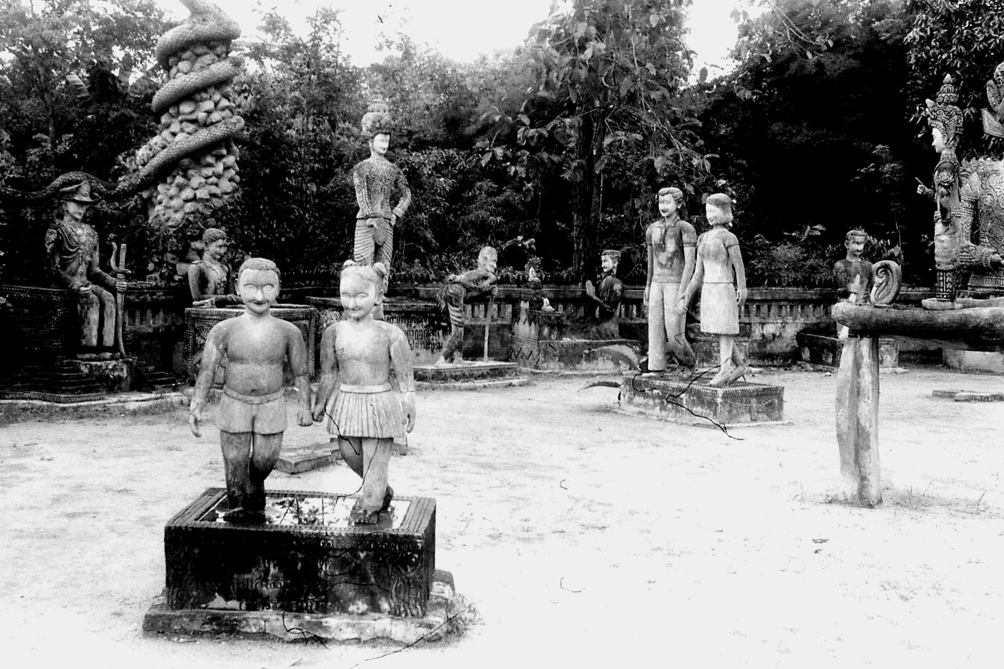 30/5/1990: 14: Nong Khai Wat Kaeg