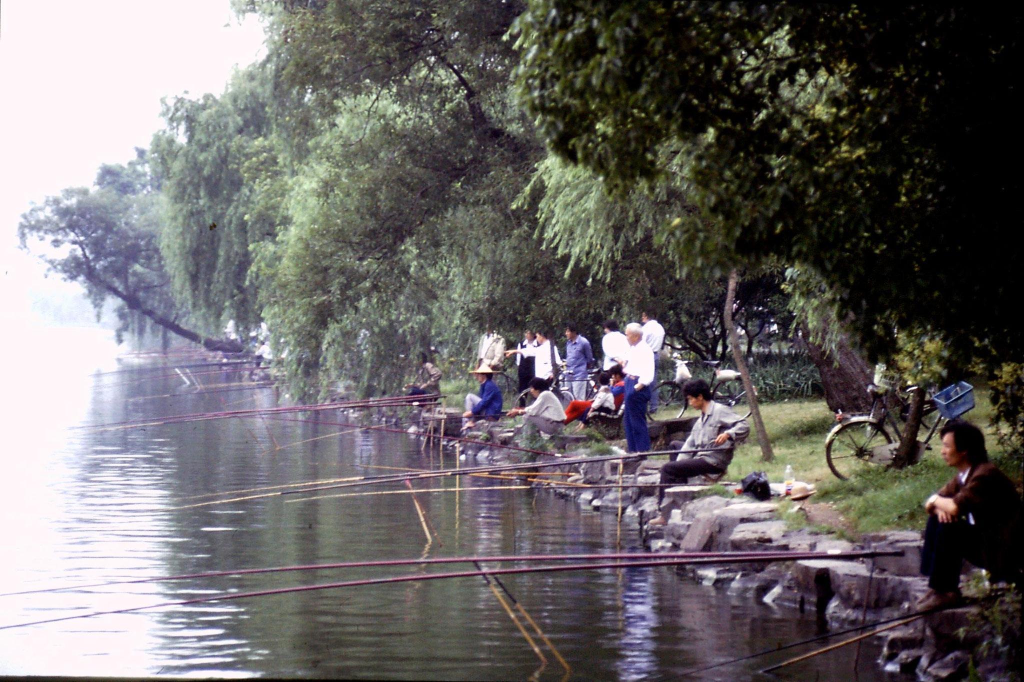 11/6/1989: 16: fishing off Su causeway