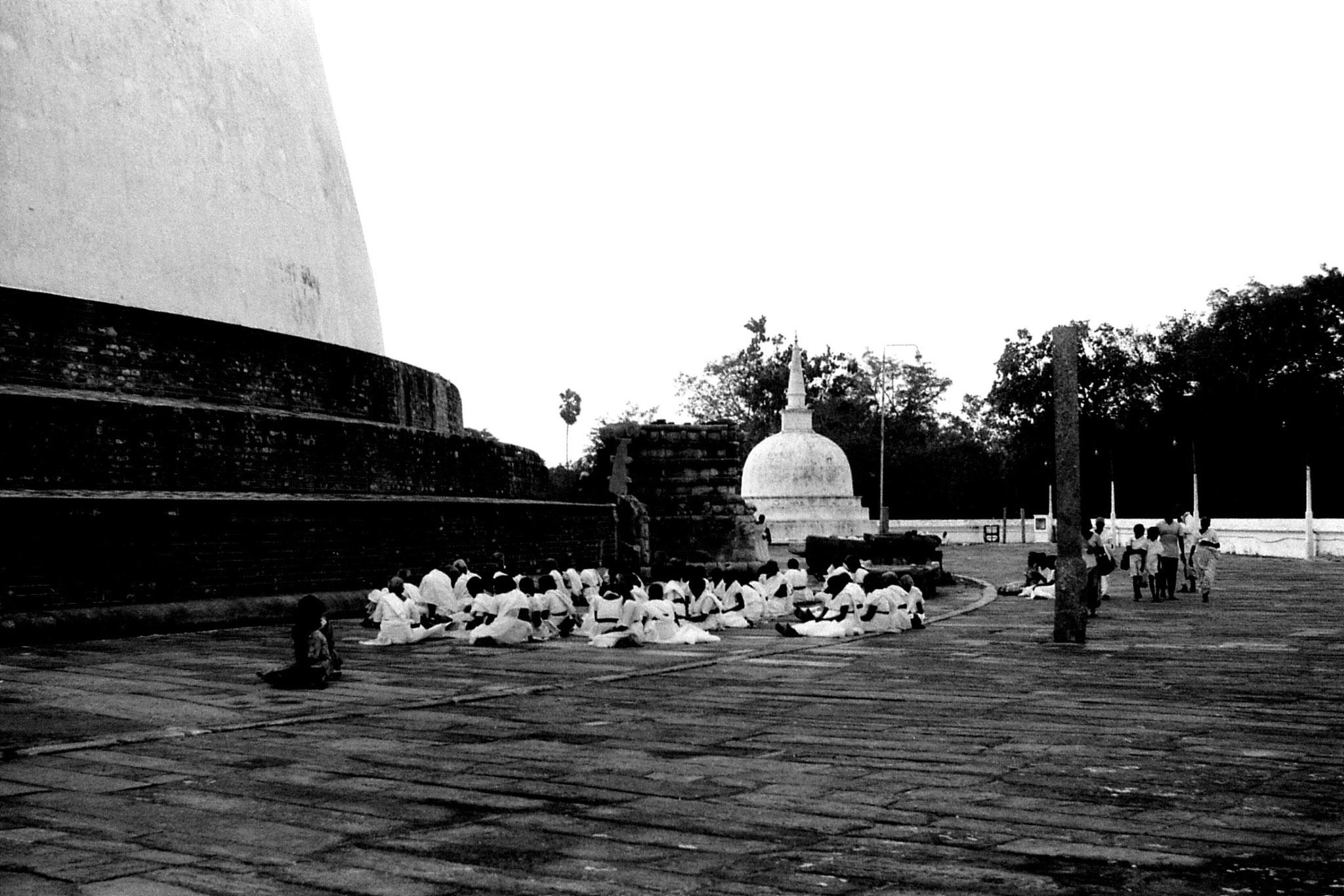 9/2/90: 24: Anuradhapura pilgrims at Ruvapvelisiya dagoba