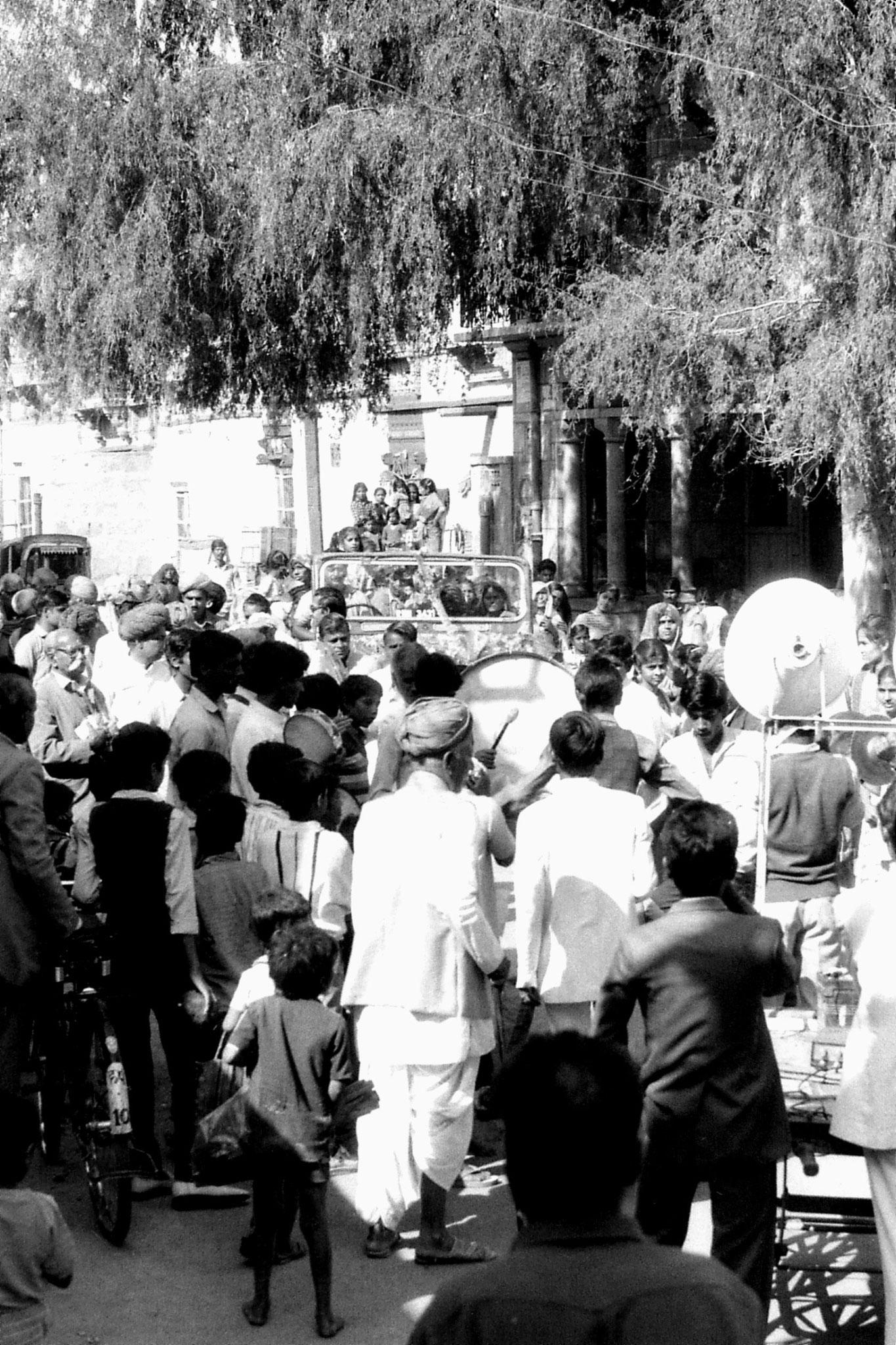 3/12/1989: 32: Jaisalmer wedding procession