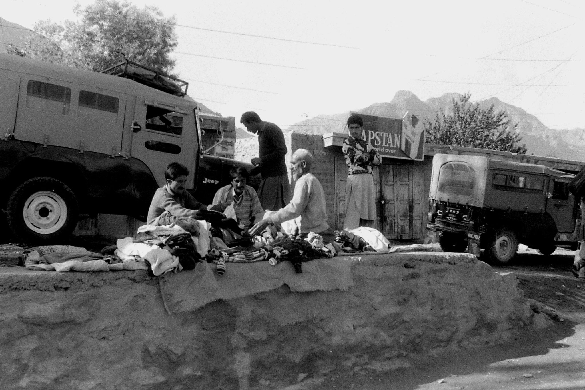 25/10/1989: 12: Gilgit sorting cothes on pavement in bazaar