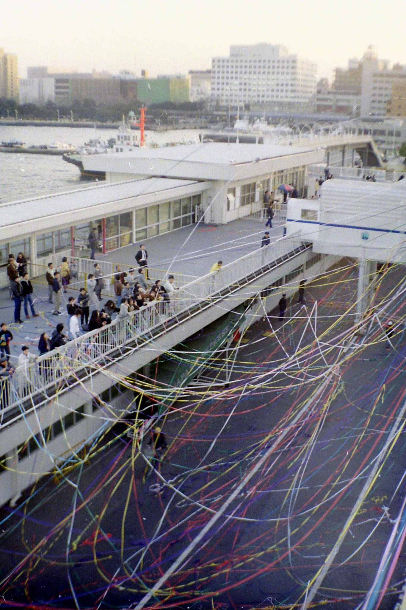 6/2/1989: 8: Yokohama quayside at New Year