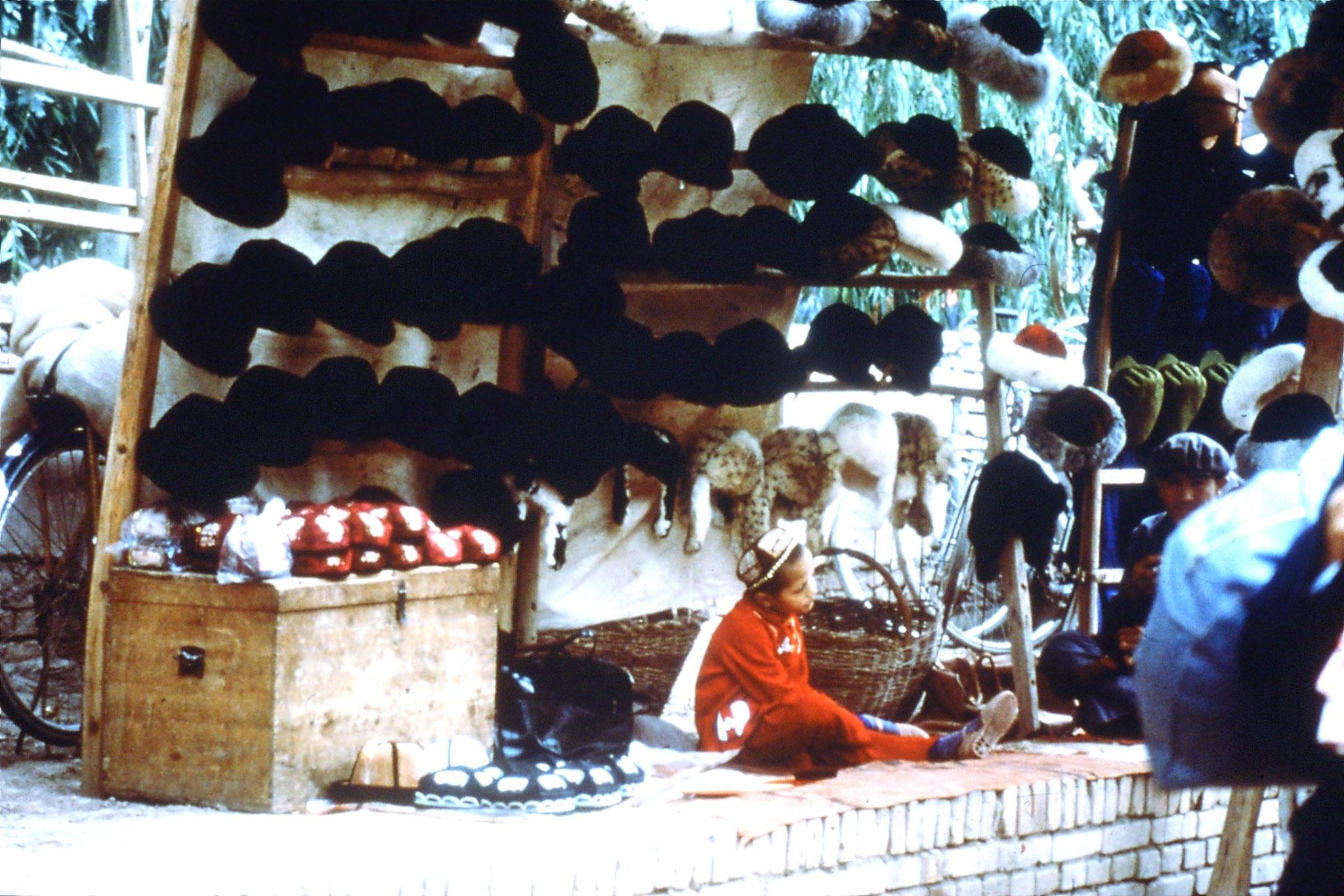 10/9/1989:22: Kashgar Sunday market