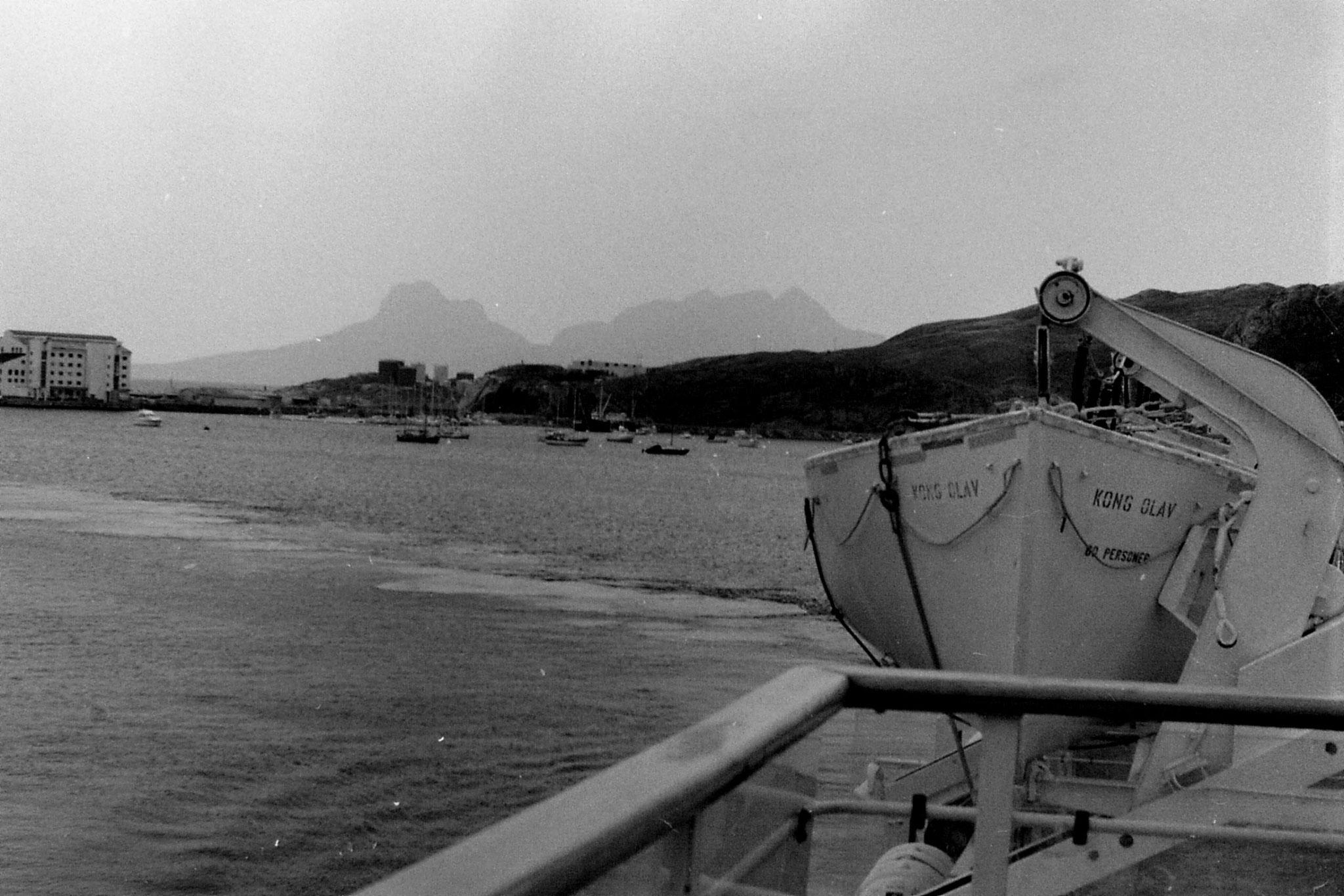 24/9/1988: 16: mountains behind Bodo