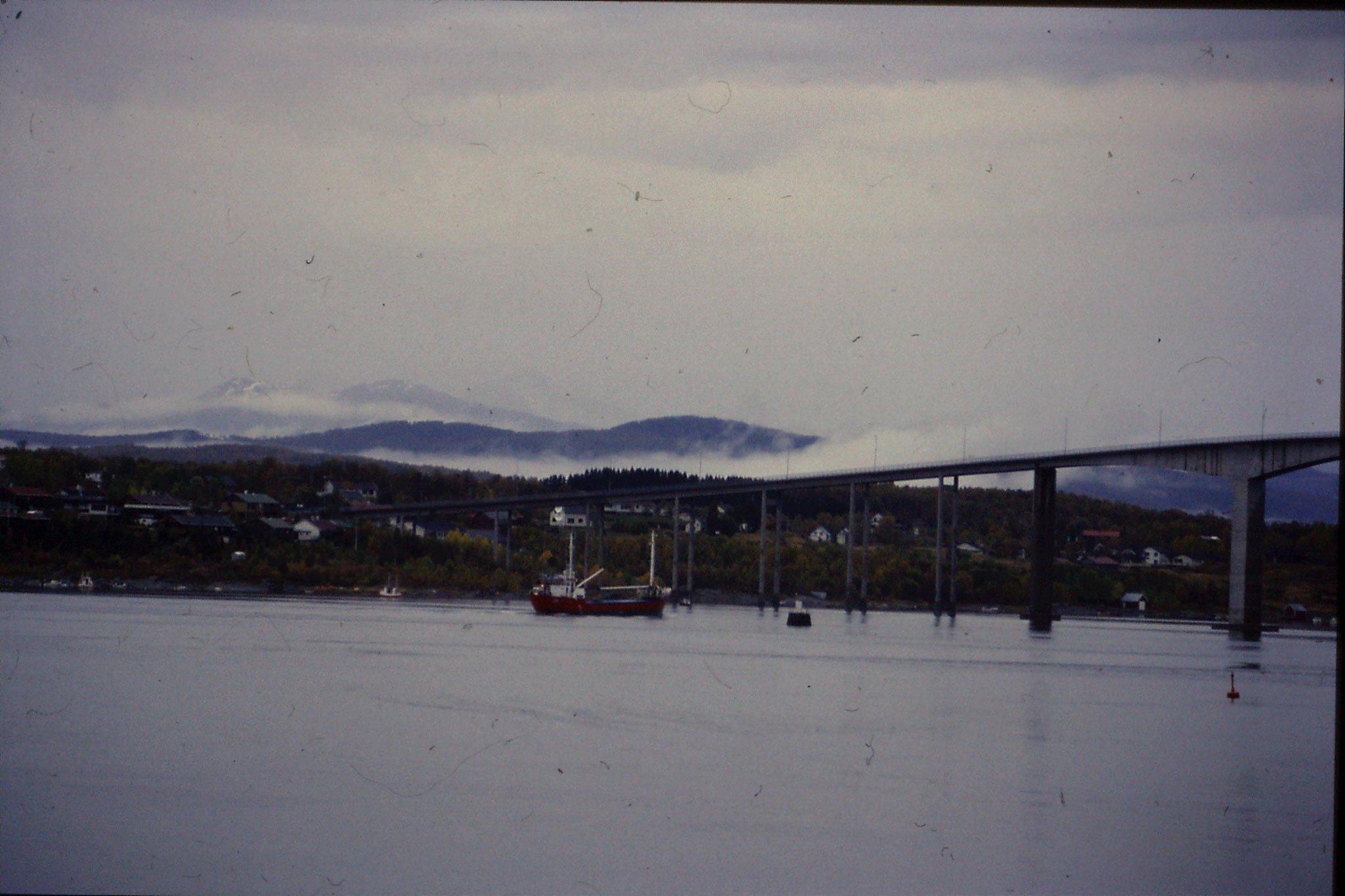 25/9/1988: 28: fishing boat going through bridge